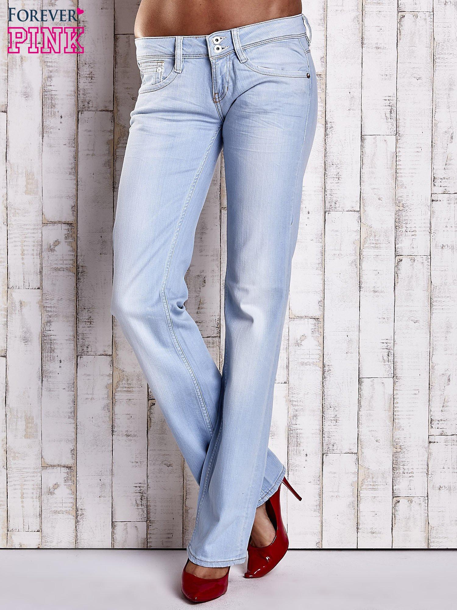 Niebieskie spodnie jeansowe z prostą nogawką                                  zdj.                                  1
