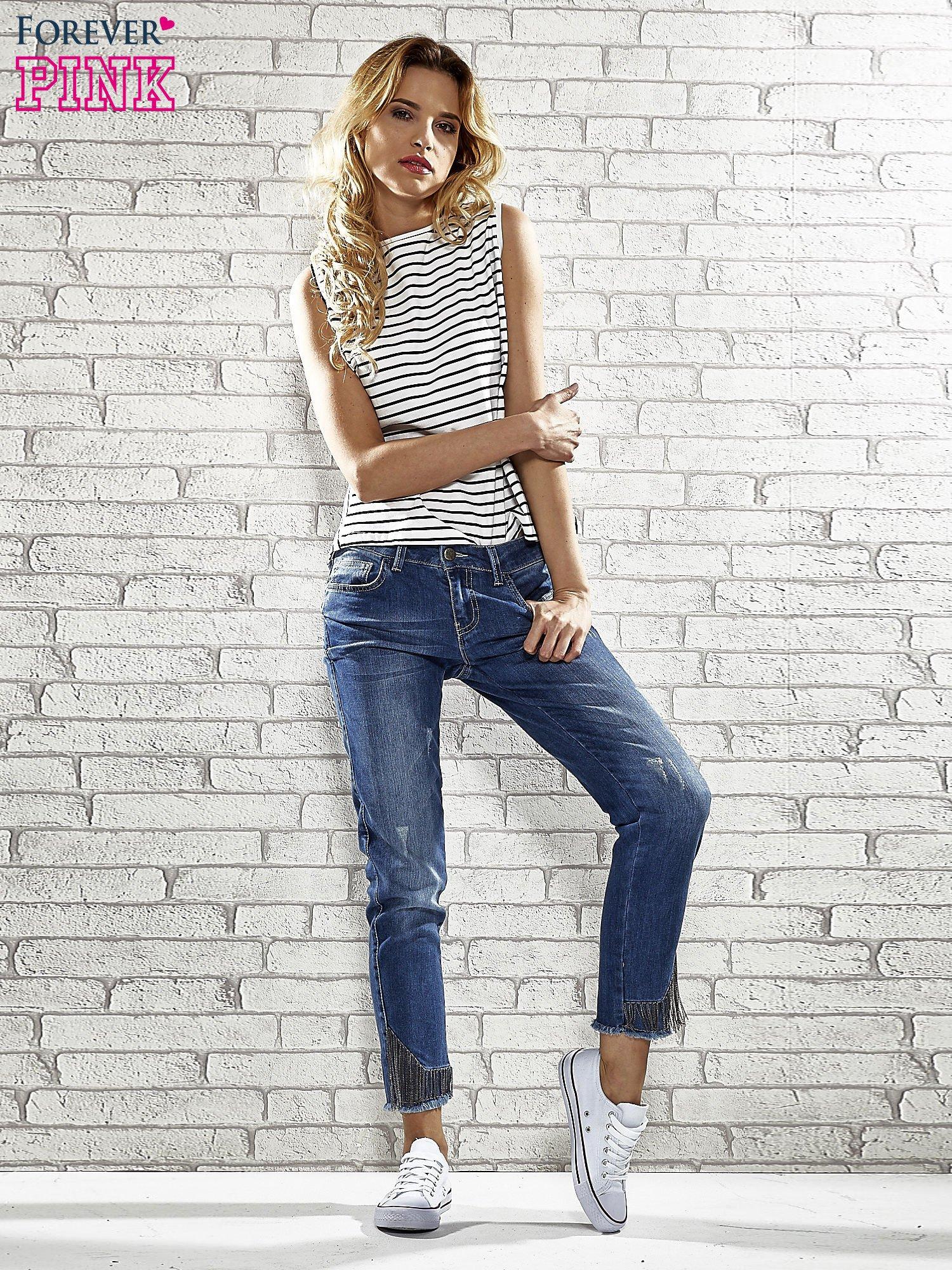 Niebieskie spodnie skinny jeans z postrzępioną nogawką na dole                                  zdj.                                  3