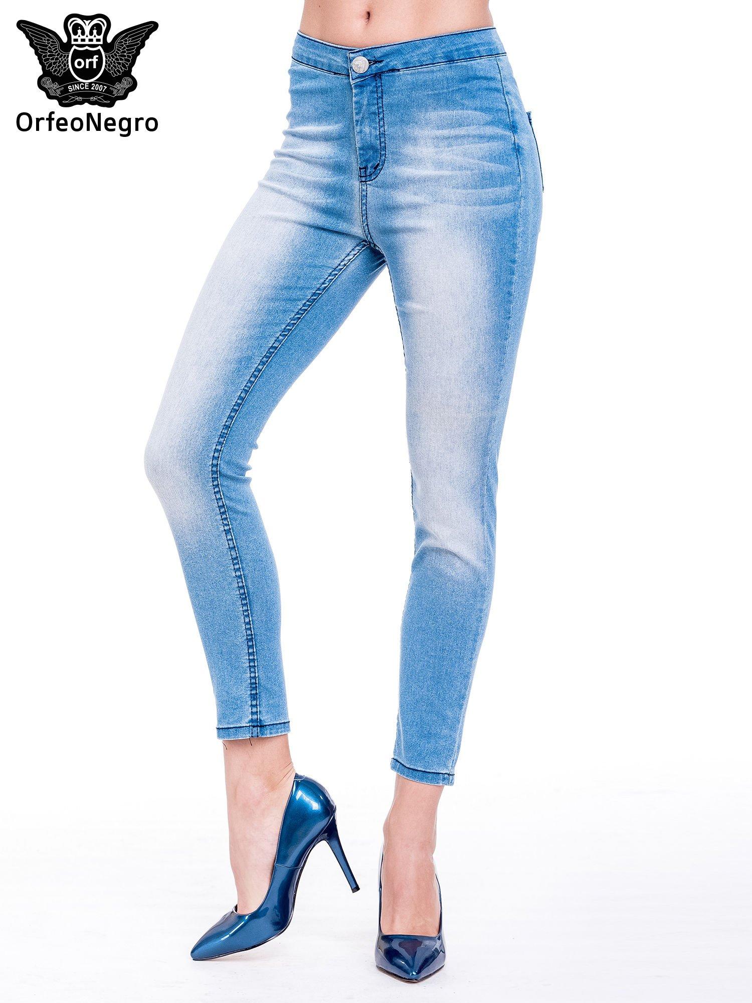 Niebieskie spodnie skinny jeans z wysokim stanem                                  zdj.                                  1