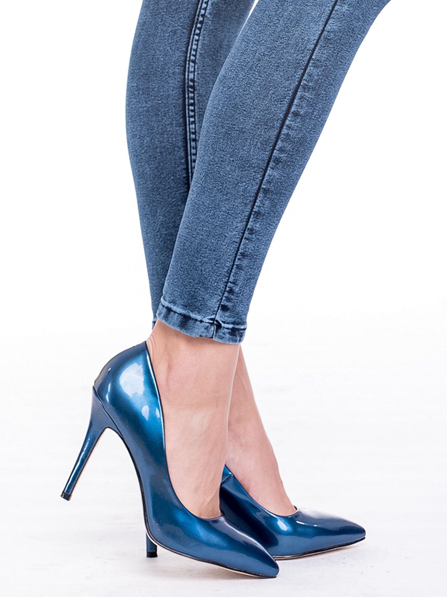 Niebieskie spodnie skinny jeans z wysokim stanem i rozdarciami na kolanach                                  zdj.                                  7