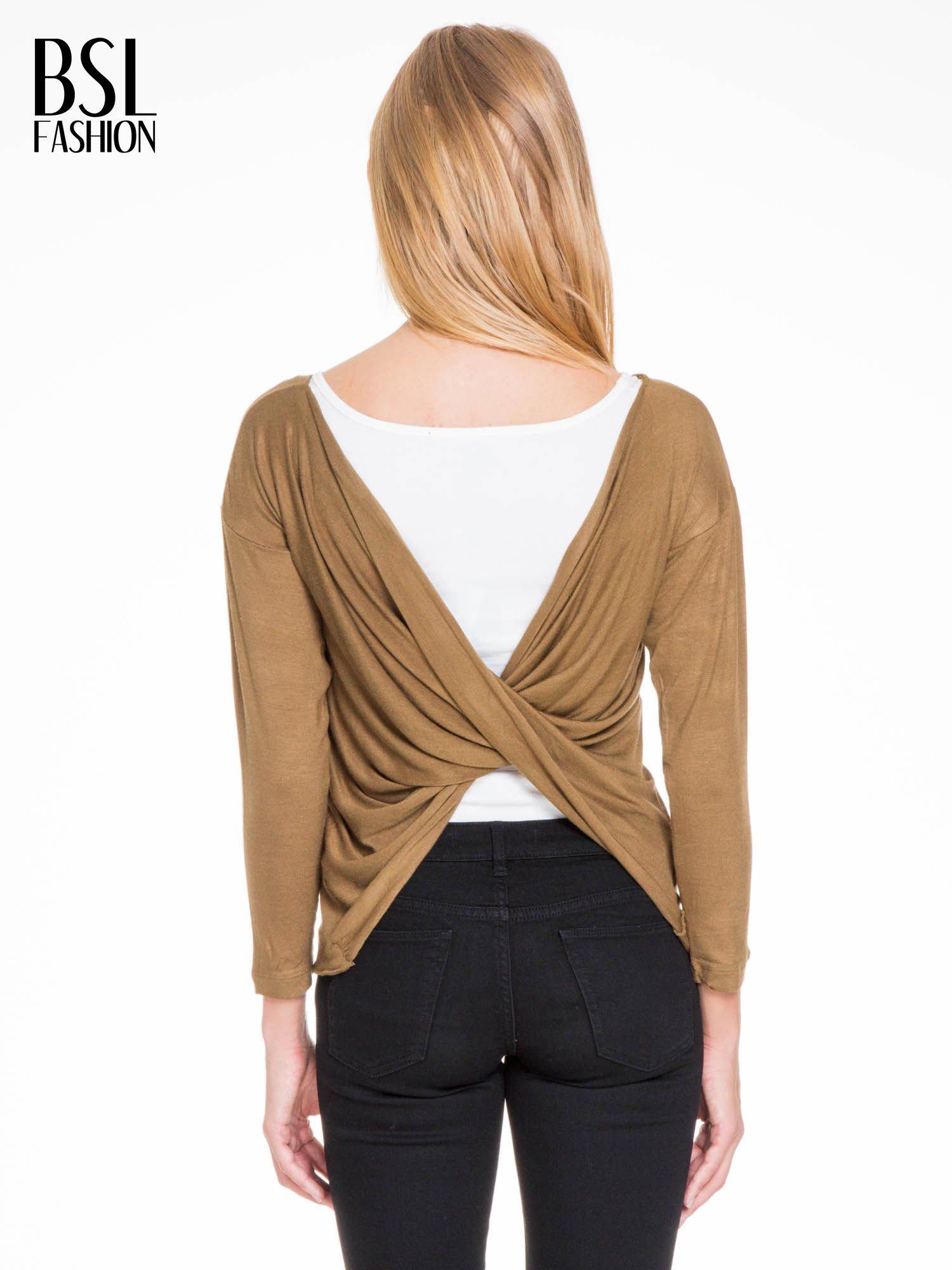 Oliwkowa bluzka z kopertowym dekoltem na plecach                                  zdj.                                  6