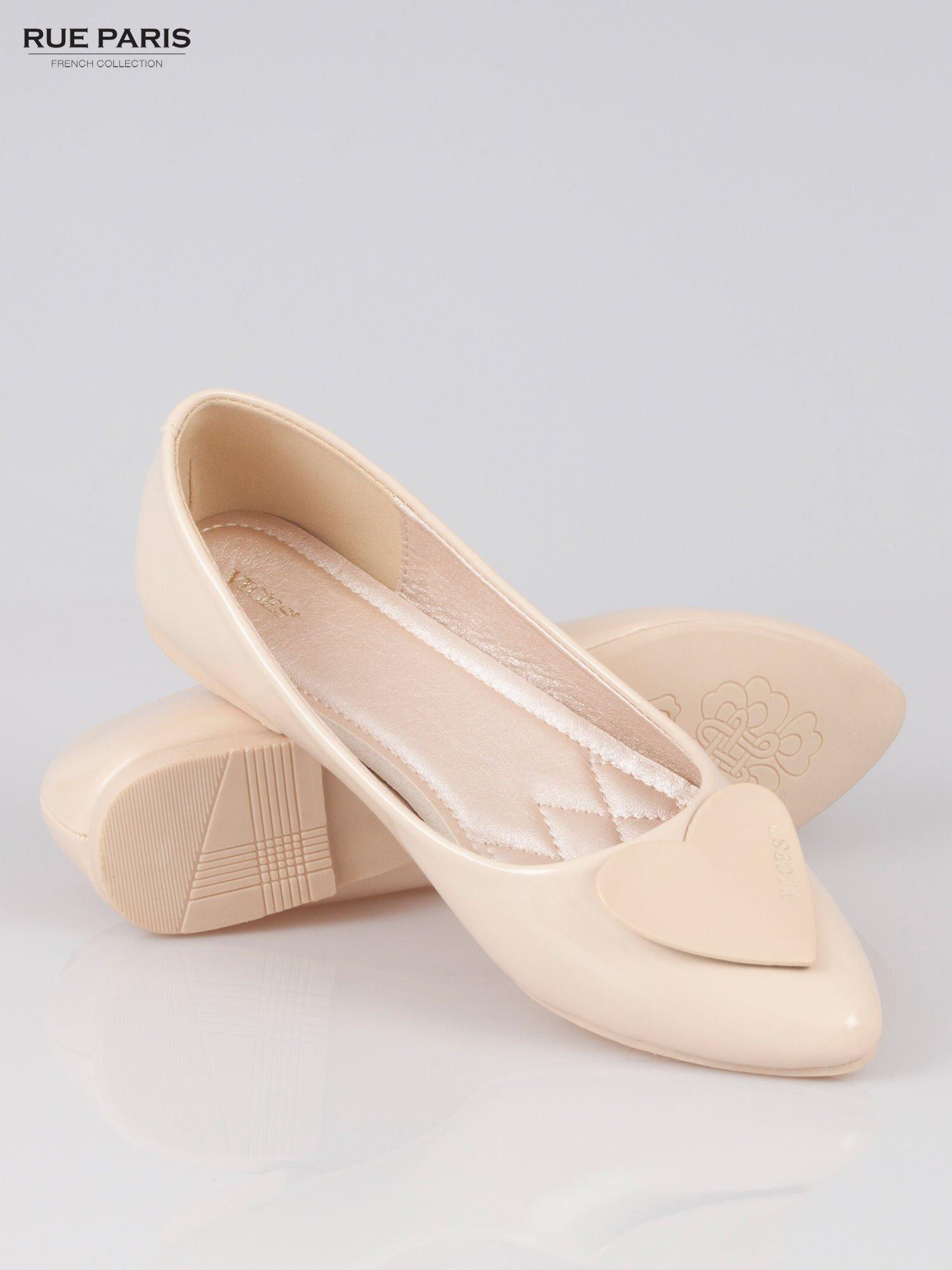 Pastelowobeżowe baleriny Dazzle Love z sercem                                  zdj.                                  4