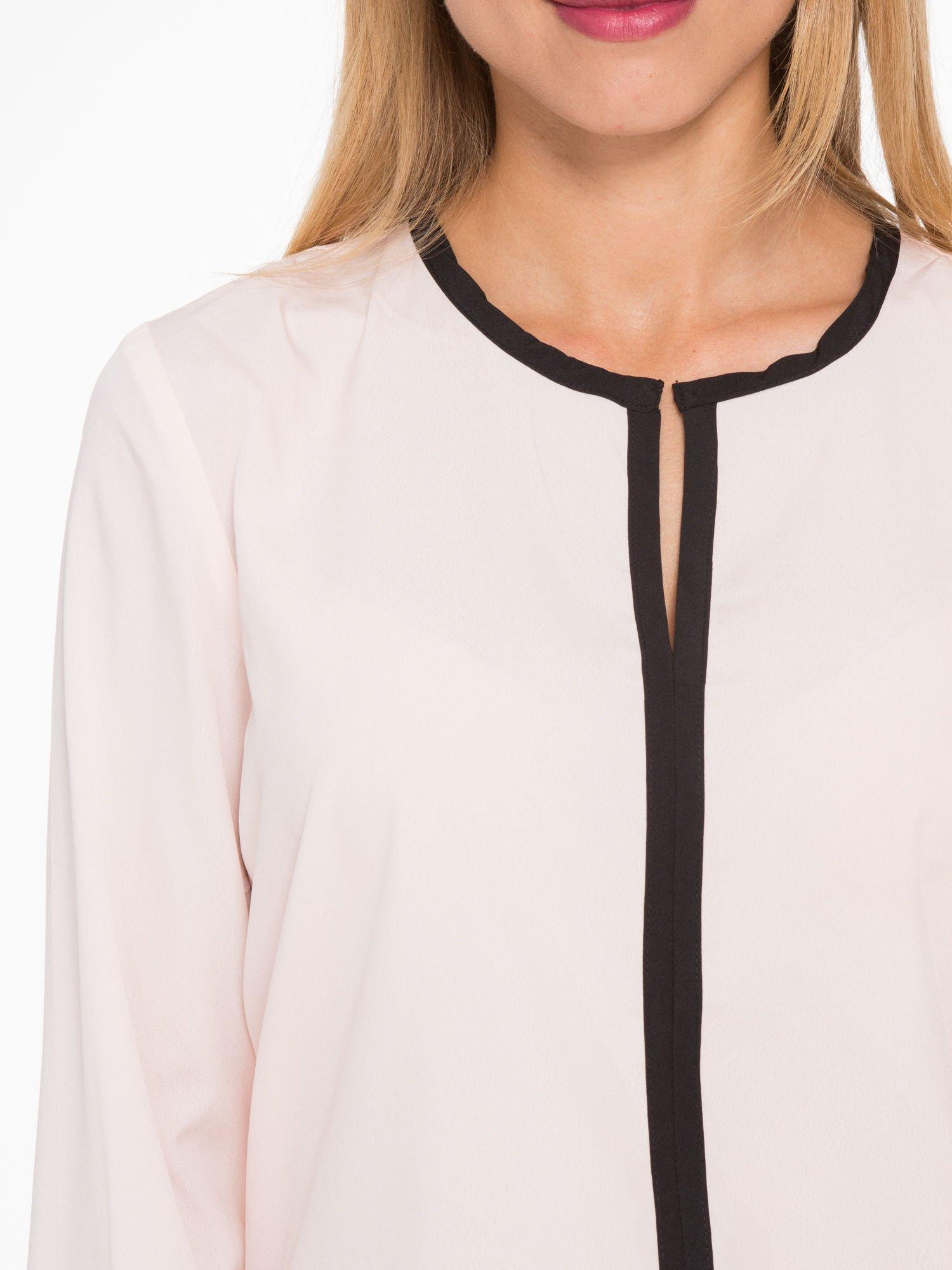 Pasteloworóżowa koszula z kontrastową listwą                                  zdj.                                  7