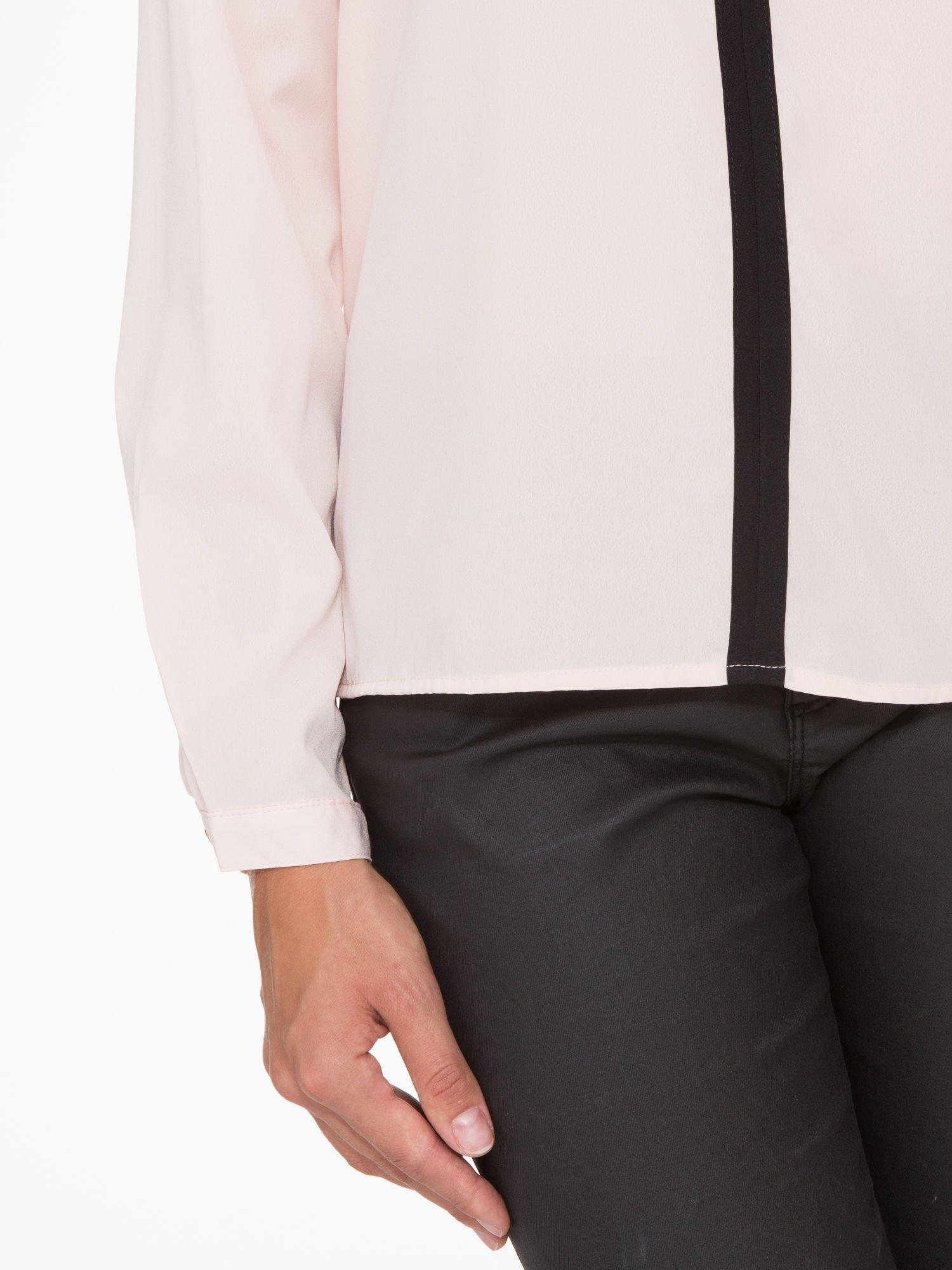 Pasteloworóżowa koszula z kontrastową listwą                                  zdj.                                  8