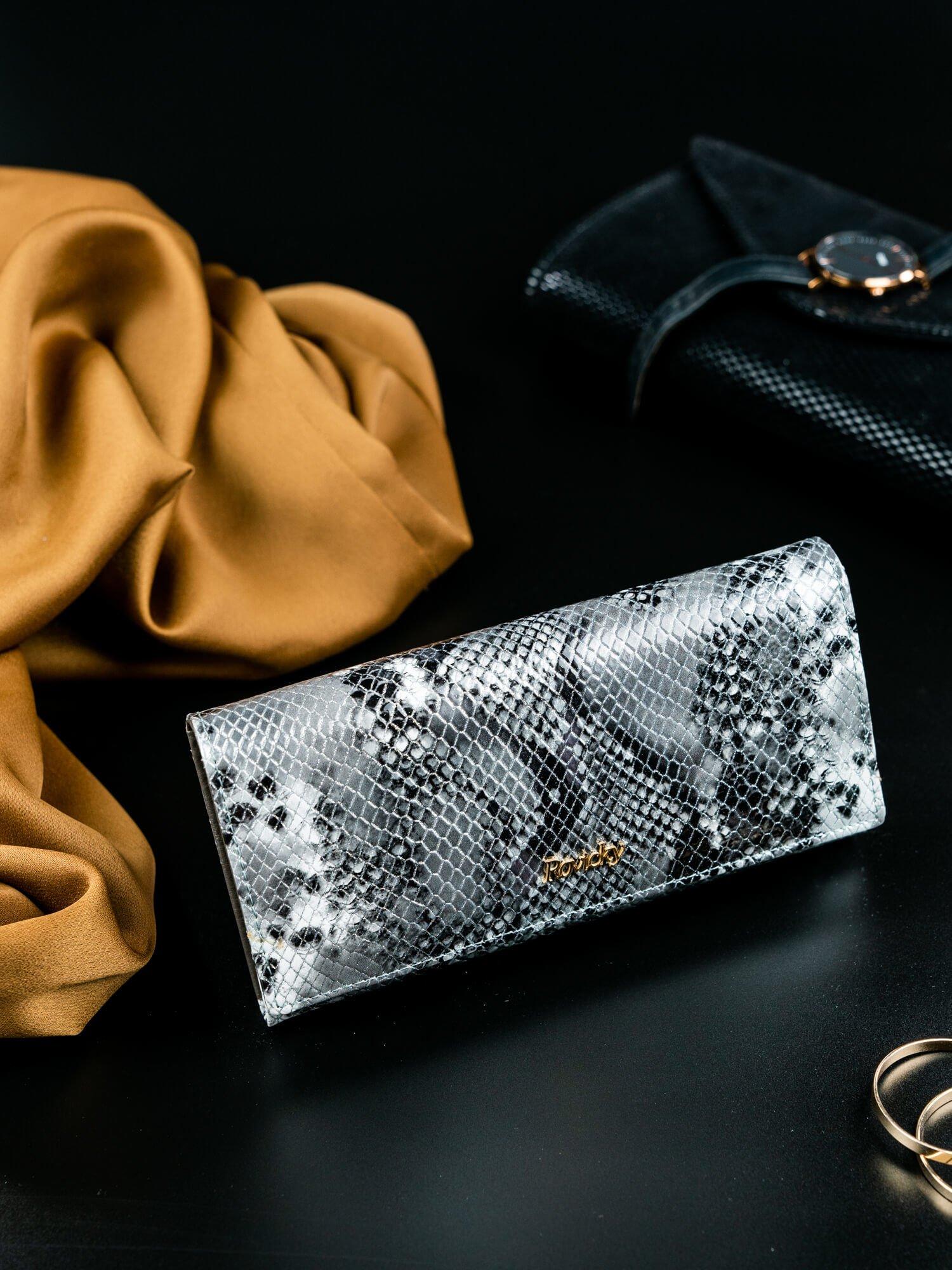 18dbb00c81875 Podłużny portfel z motywem skóry węża - Akcesoria portfele - sklep eButik.pl