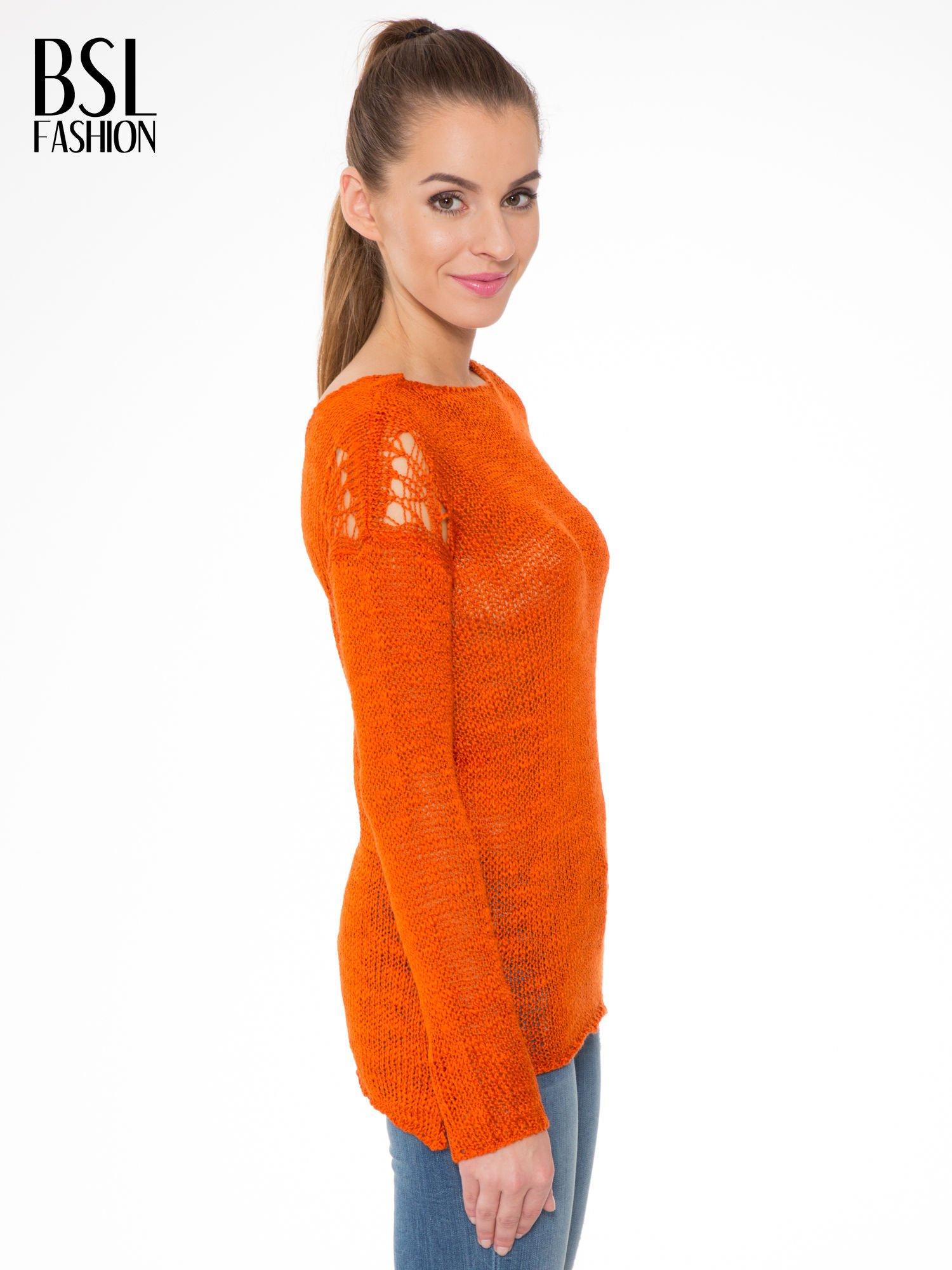 Pomarańczowy sweter z oczkami przy ramionach                                  zdj.                                  3