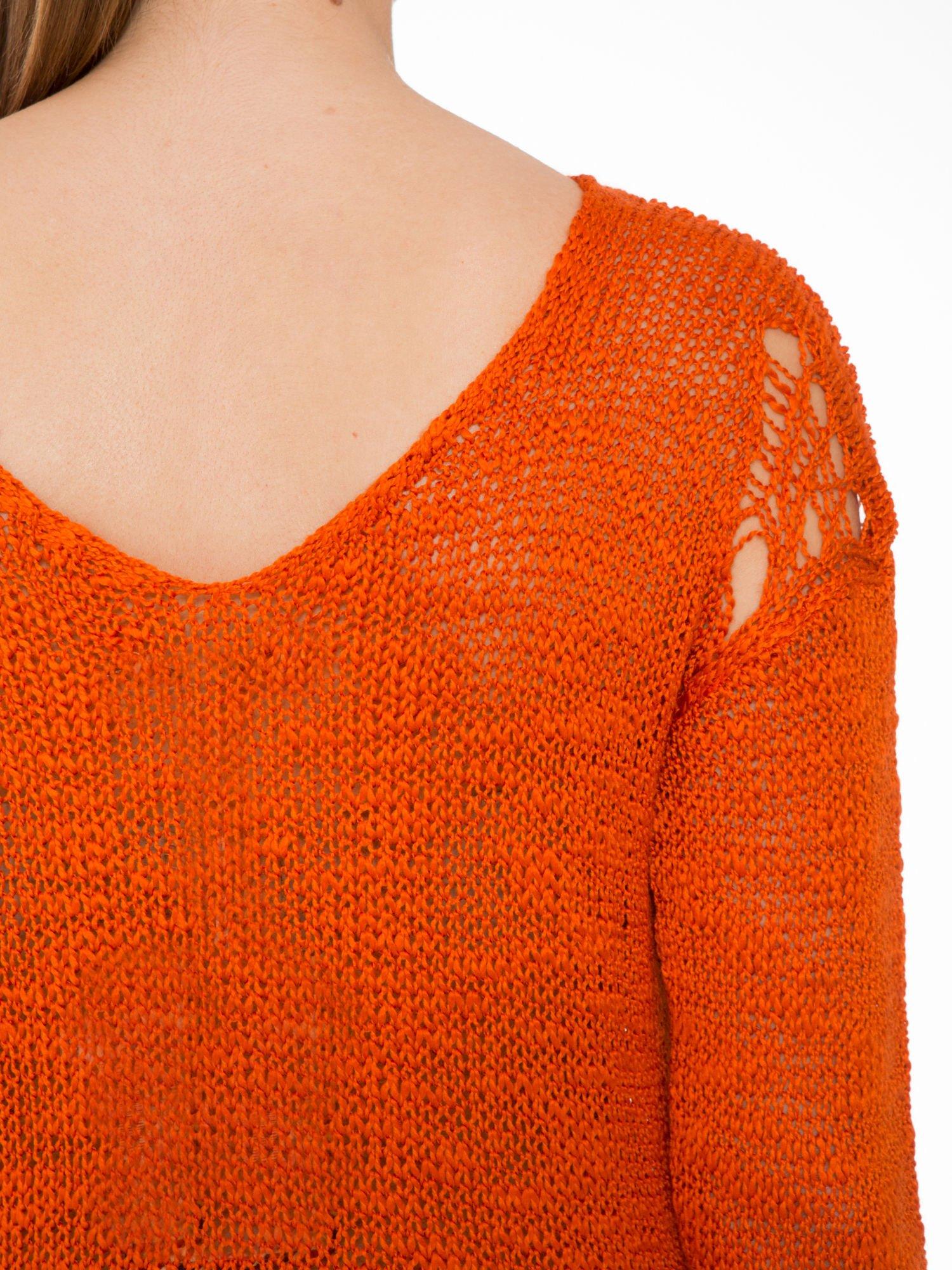 Pomarańczowy sweter z oczkami przy ramionach                                  zdj.                                  9