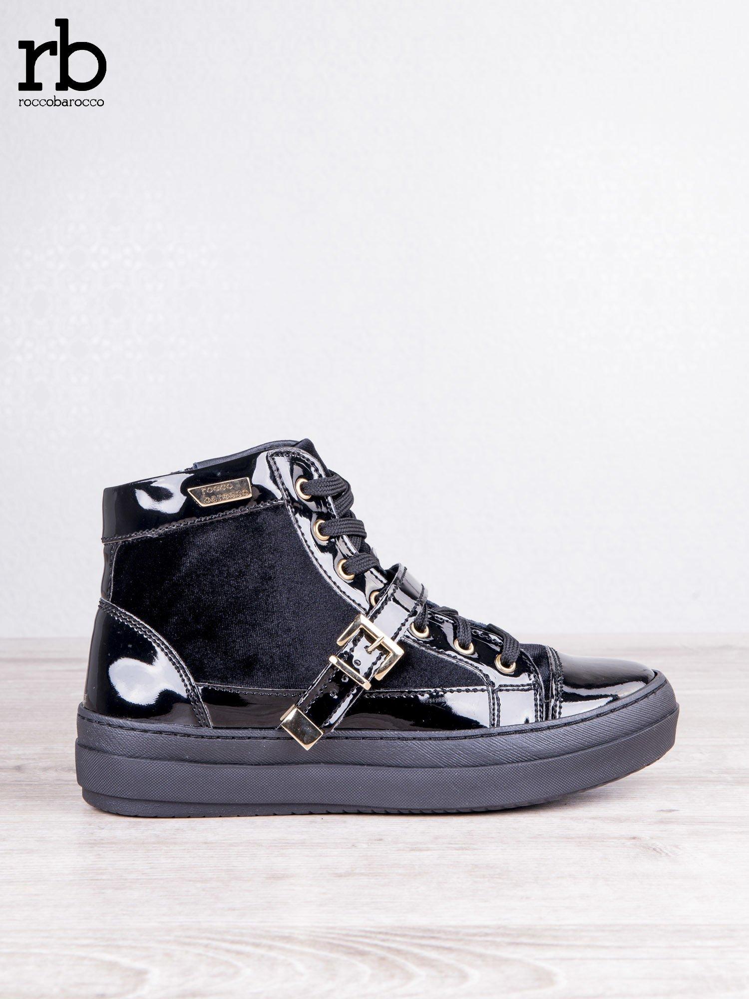 ROCCOBAROCCO czarne welurowe sneakersy na pasek ze złotymi sprzączkami i lakierowanymi wstawkami                                  zdj.                                  1