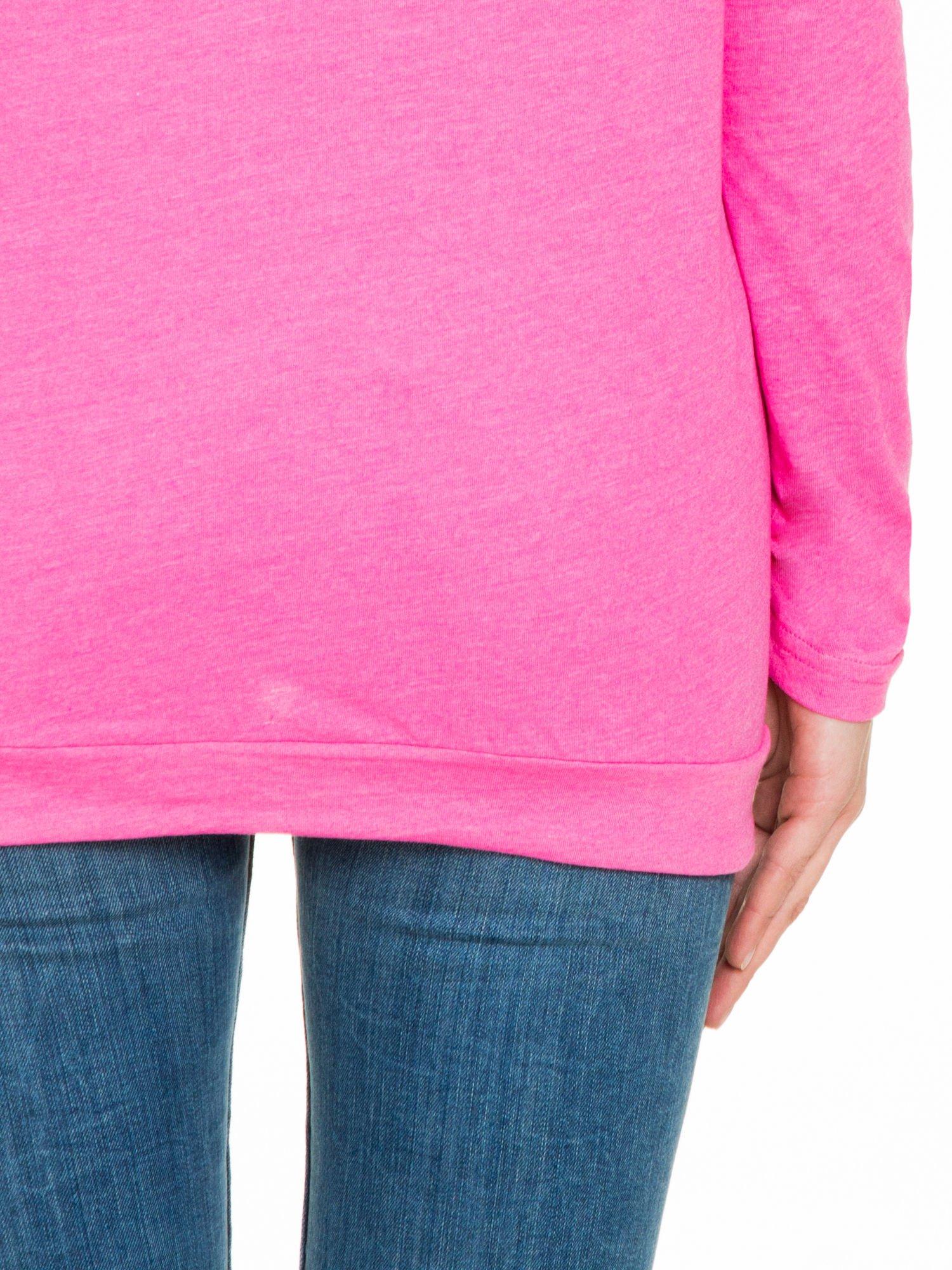 Różowa bluzka dresowa z kołnierzokapturem i ściągaczem na dole                                  zdj.                                  8