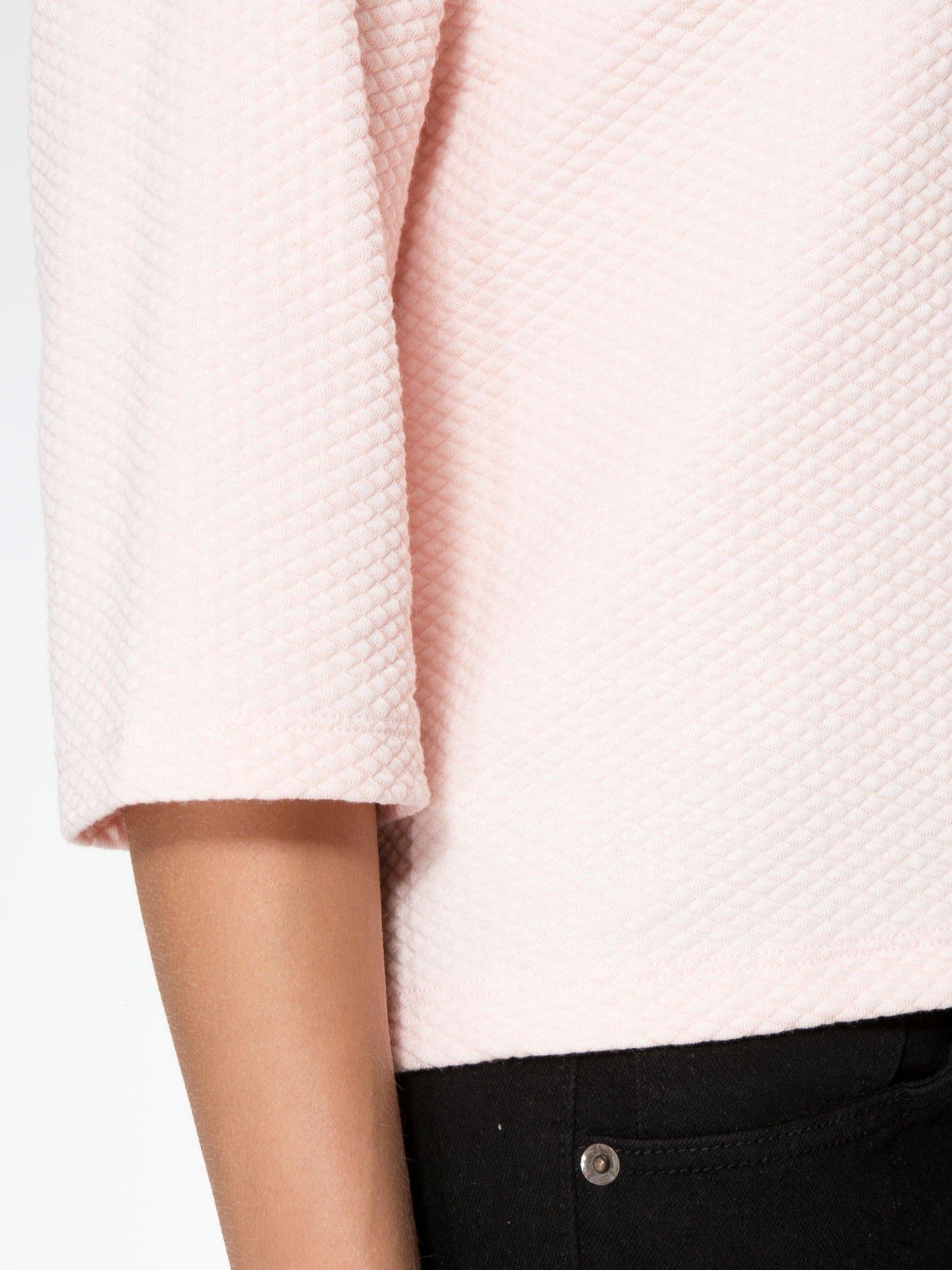 Różowa fakturowana bluzka z kimonowym rękawem długości 3/4                                  zdj.                                  5