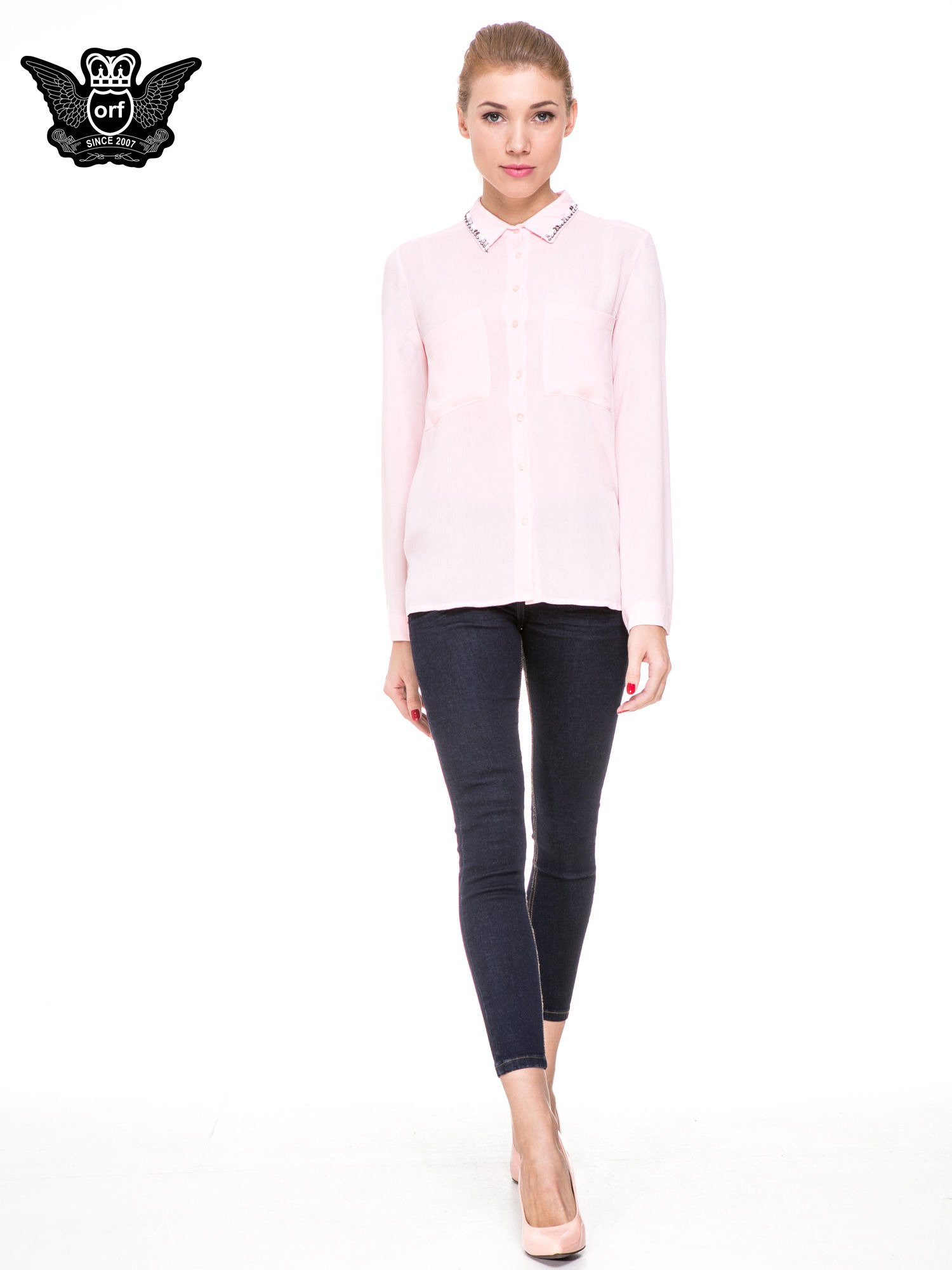 Różowa koszula z biżuteryjnym kołnierzykiem i kieszonkami                                  zdj.                                  2
