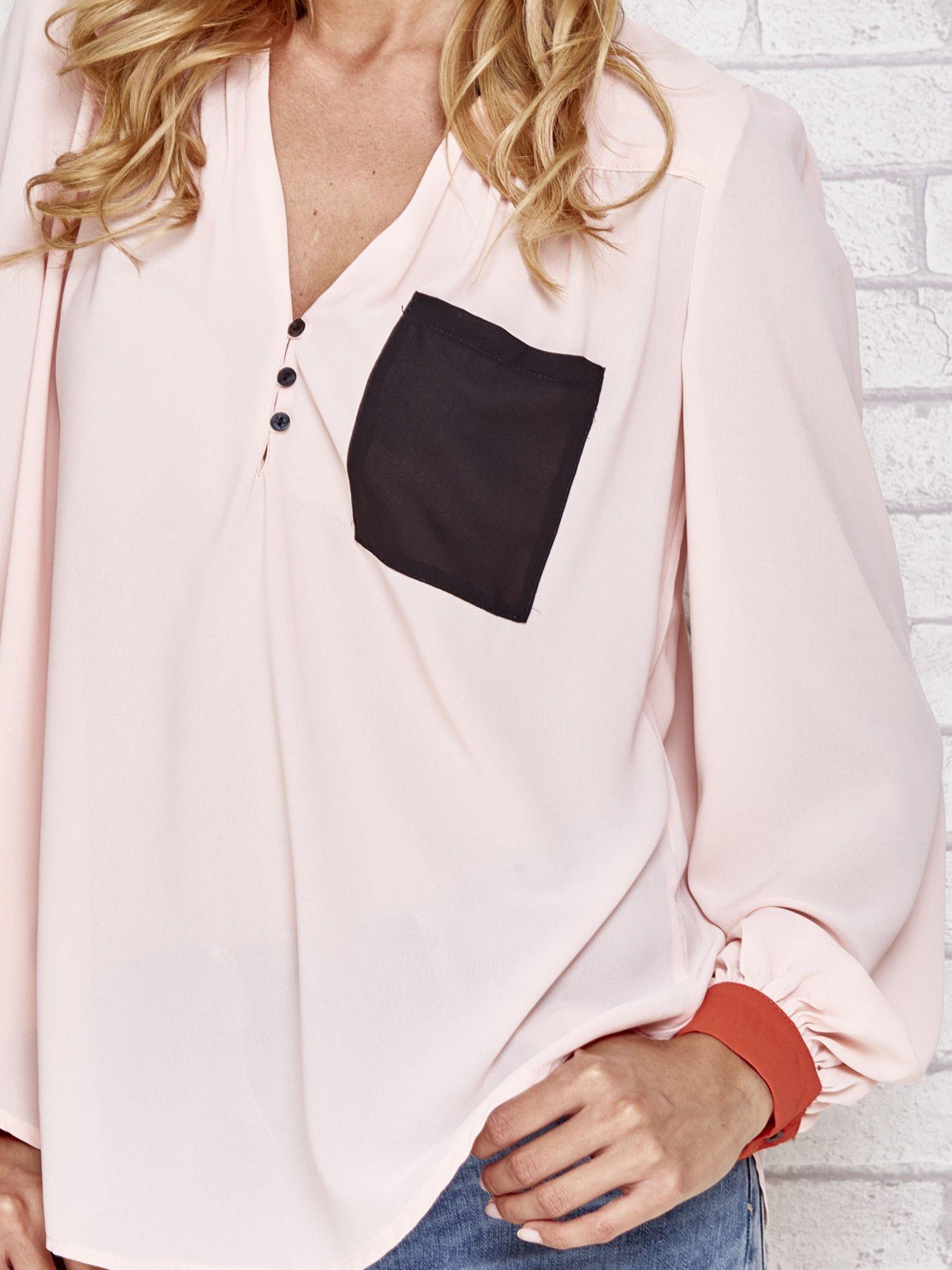 Różowa koszula z kontrastową kieszenią i mankietami                                  zdj.                                  5