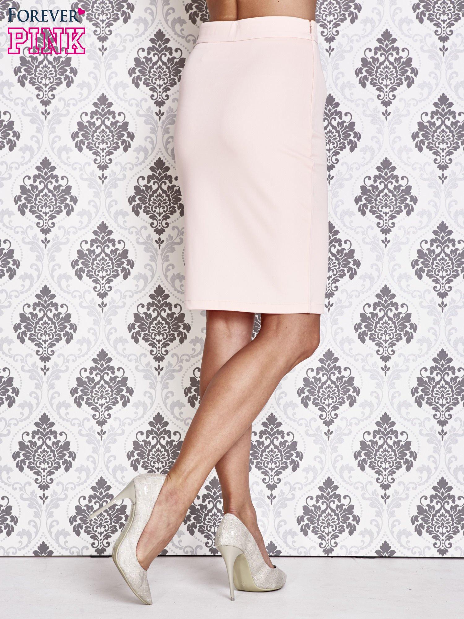 Różowa ołówkowa spódnica ze złotym suwakiem                                  zdj.                                  4