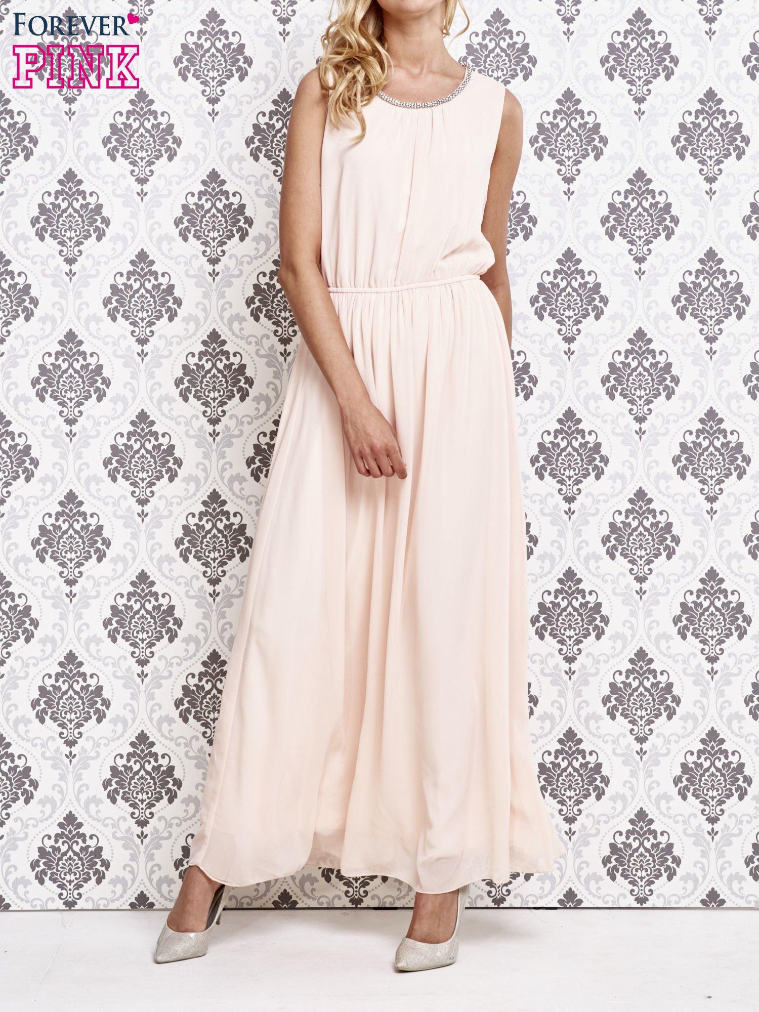 Różowa sukienka maxi z biżuteryjnym dekoltem                                  zdj.                                  1