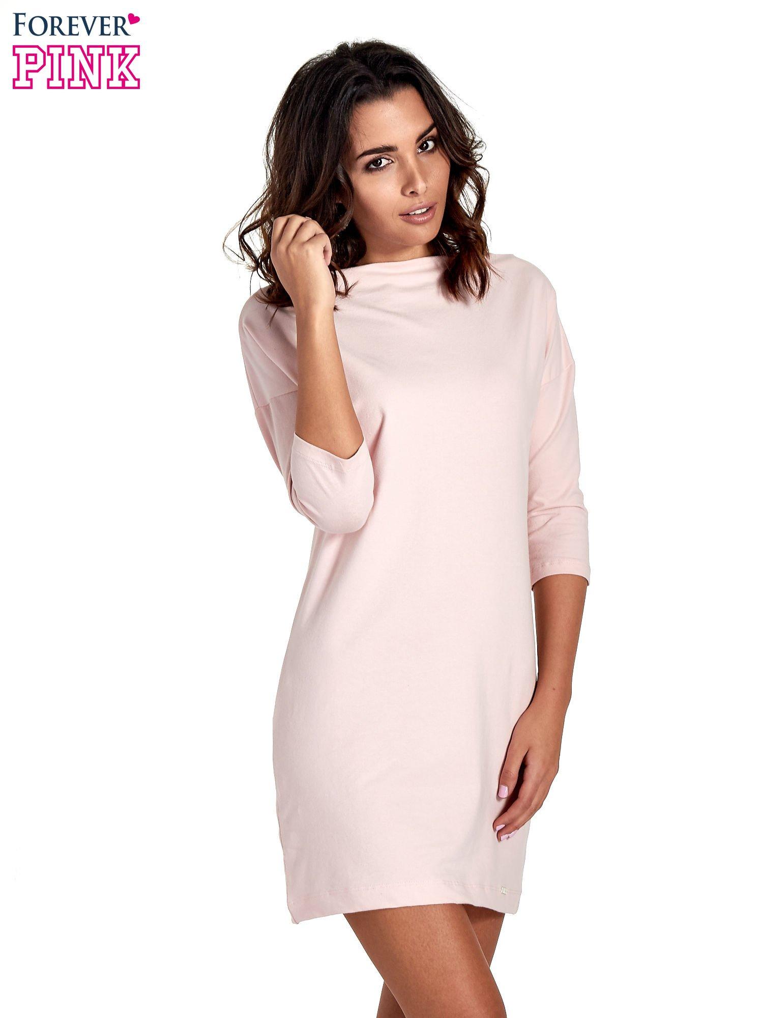 Różowa sukienka z dekoltem w łódkę                                  zdj.                                  1