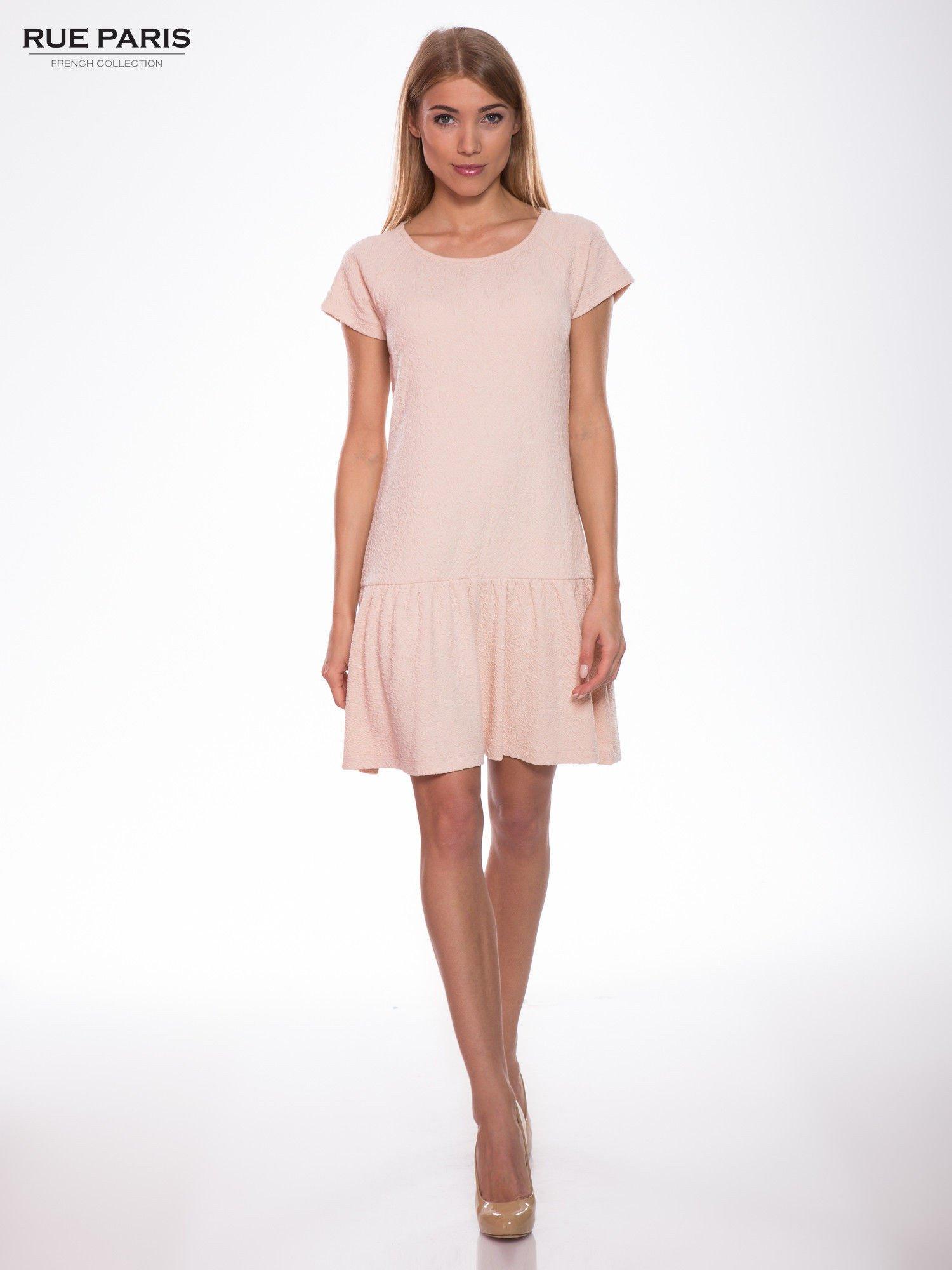 Różowa sukienka z obniżoną talią i falbaną na dole                                  zdj.                                  5