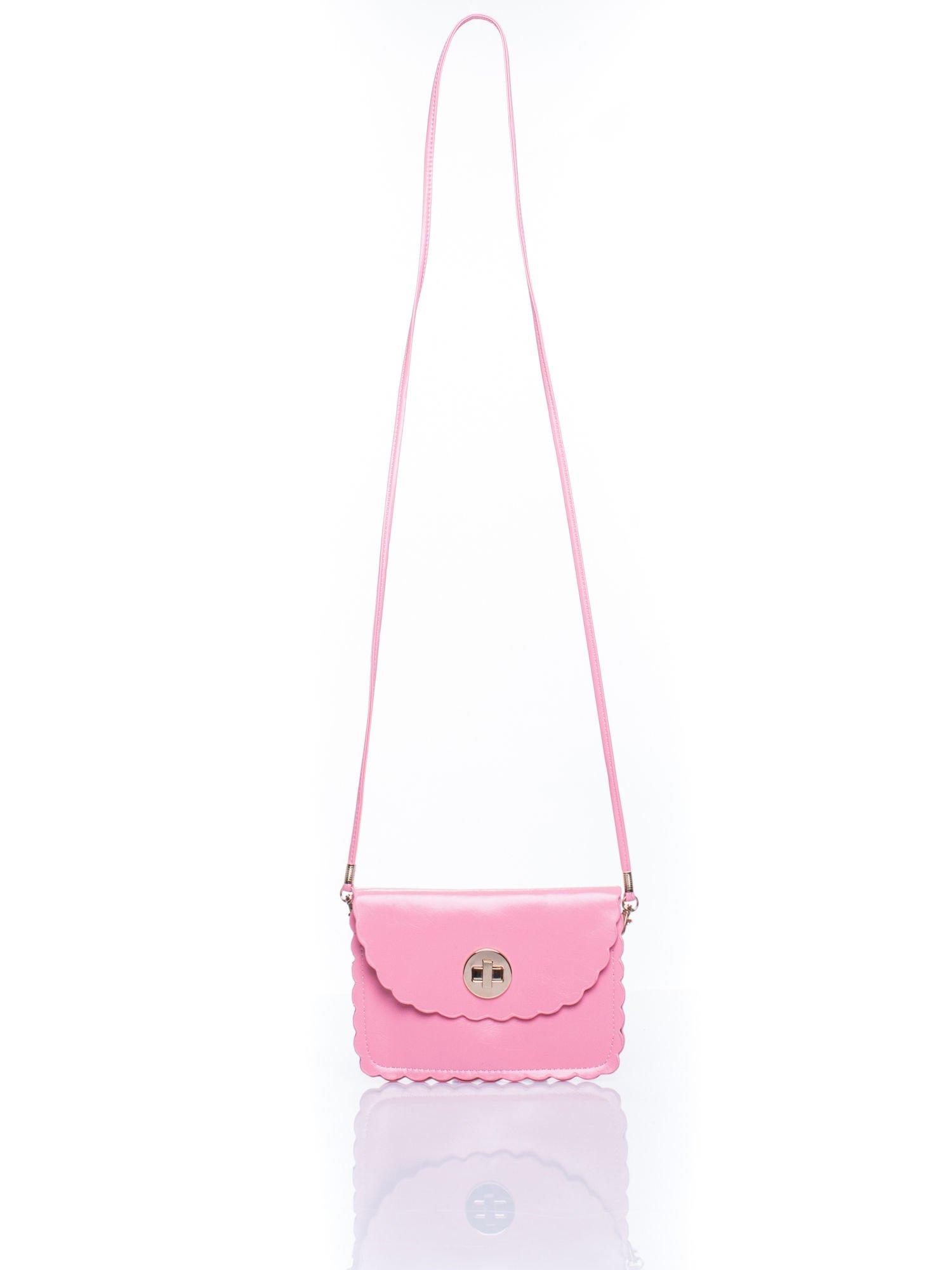 Różowa torebka listonoszka z falowanym wykończeniem                                  zdj.                                  5