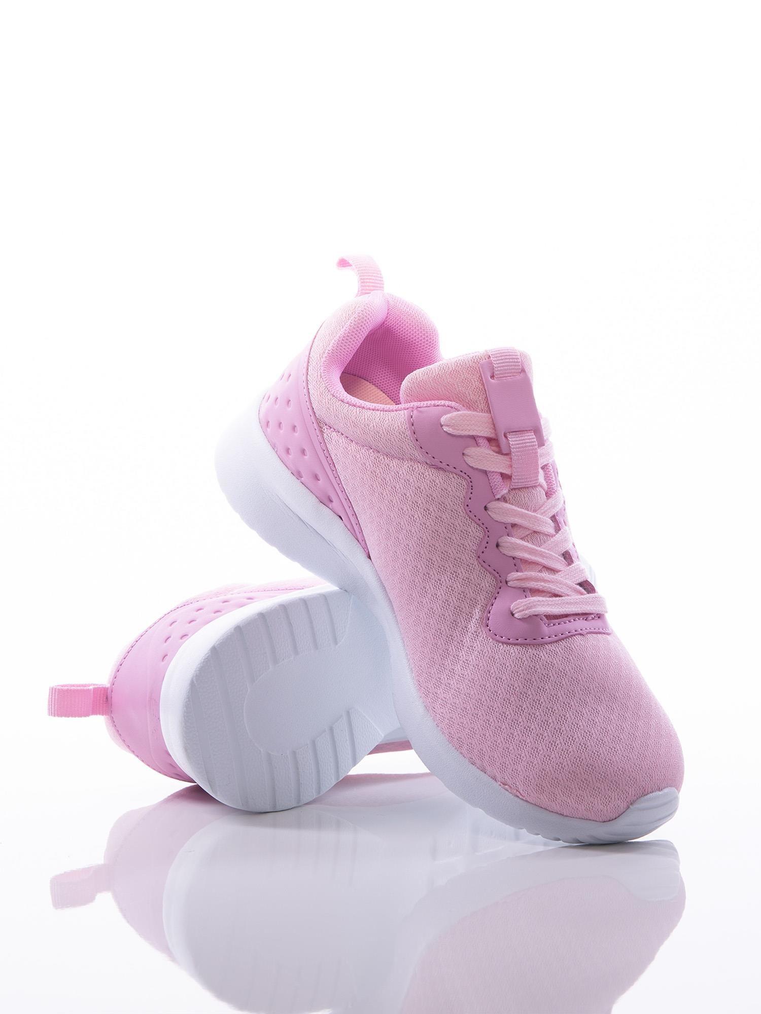 62d50875101be7 3; Różowe buty sportowe na sprężystej podeszwie z ciemniejszą wstawką na  pięcie ...