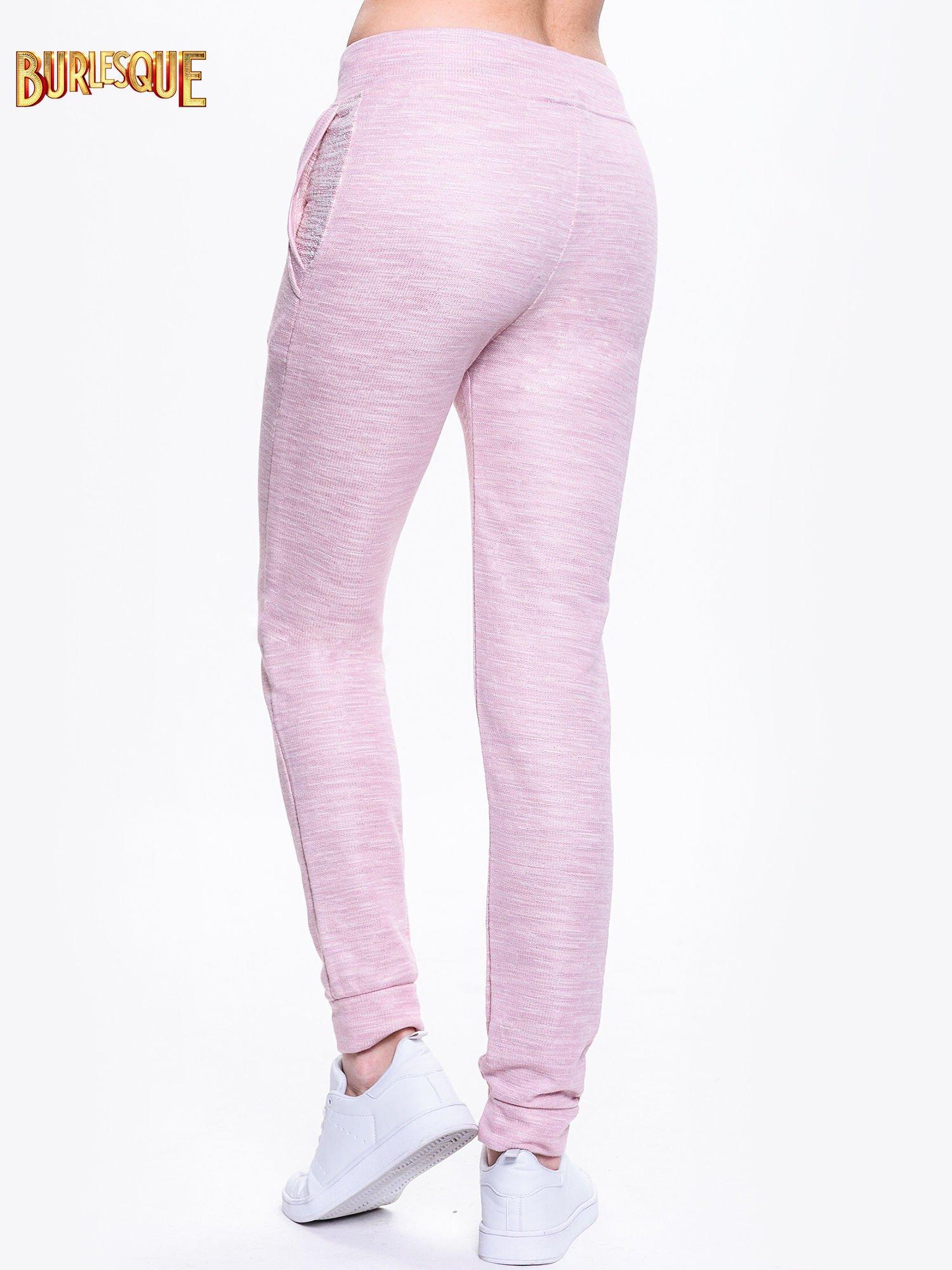 Różowe dresowe spodnie damskie o kroju baggy                                  zdj.                                  4