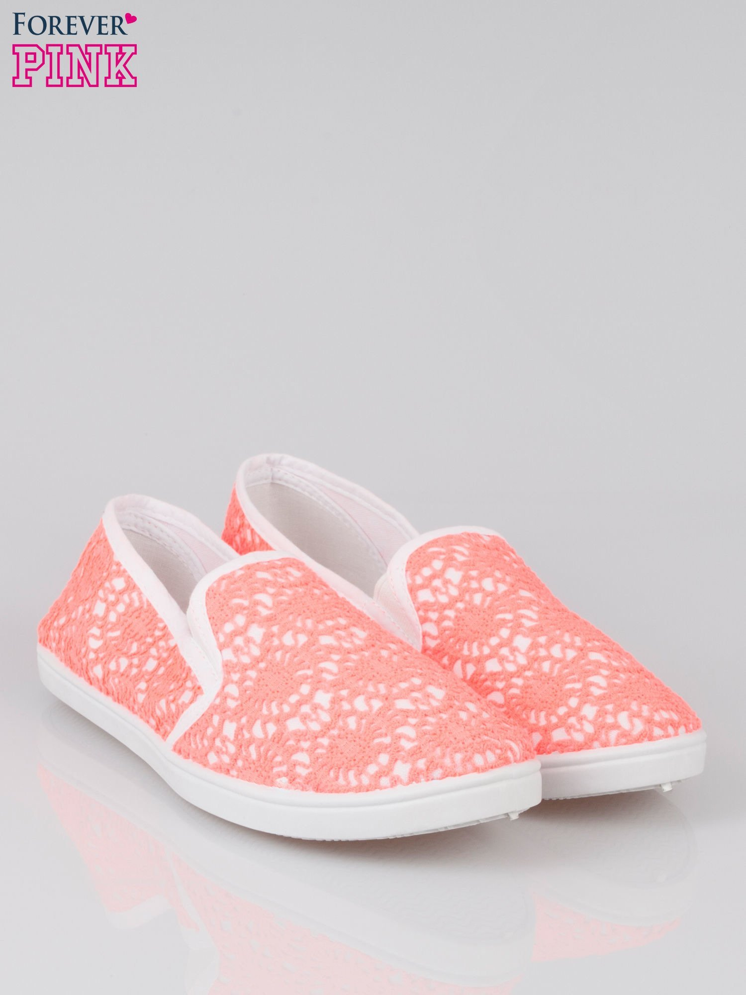 Różowe koronkowe buty slip on                                  zdj.                                  2