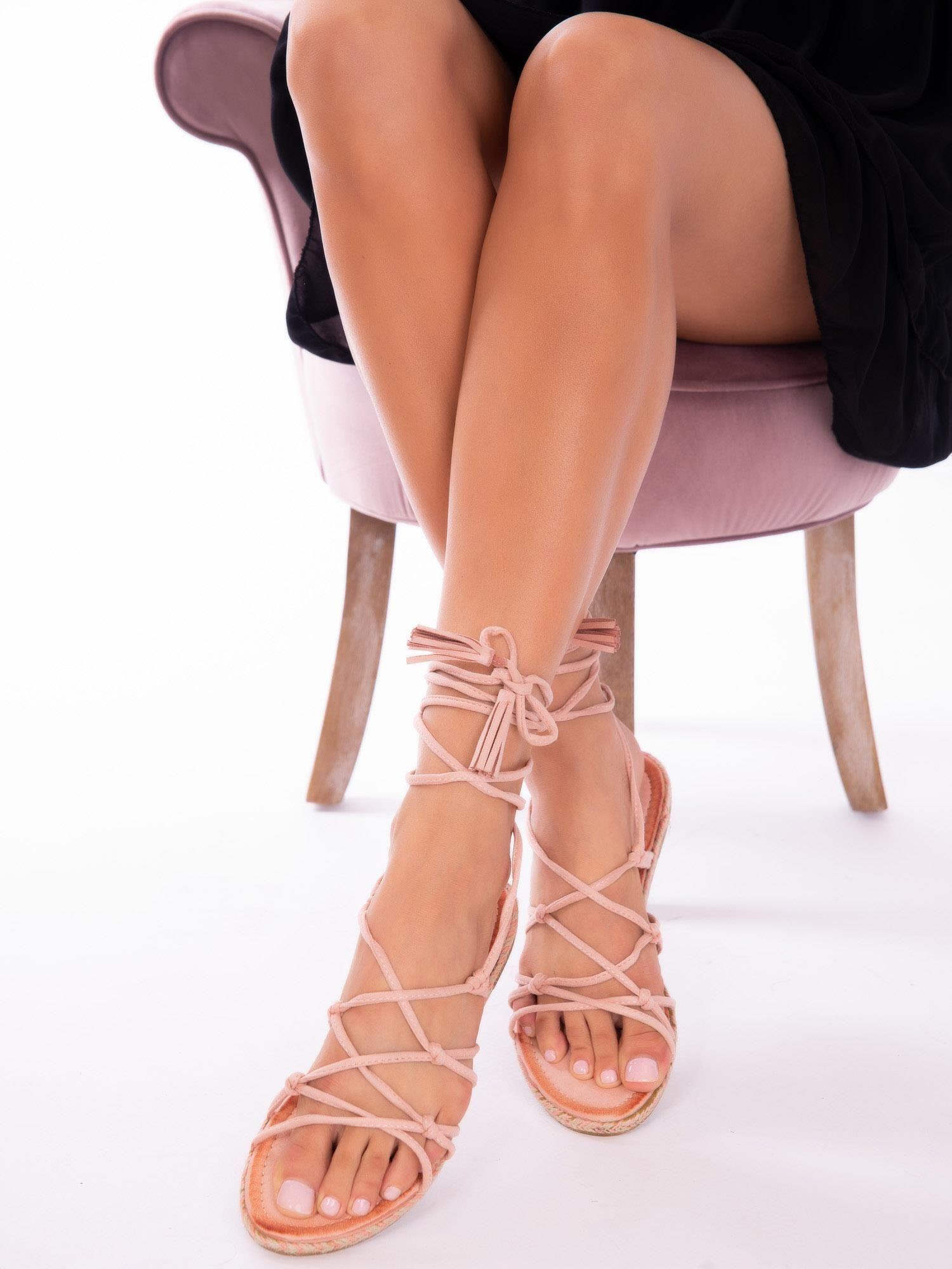350c5946302188 Różowe sandały wiązane wokół kostki - Buty Sandały płaskie - sklep eButik.pl