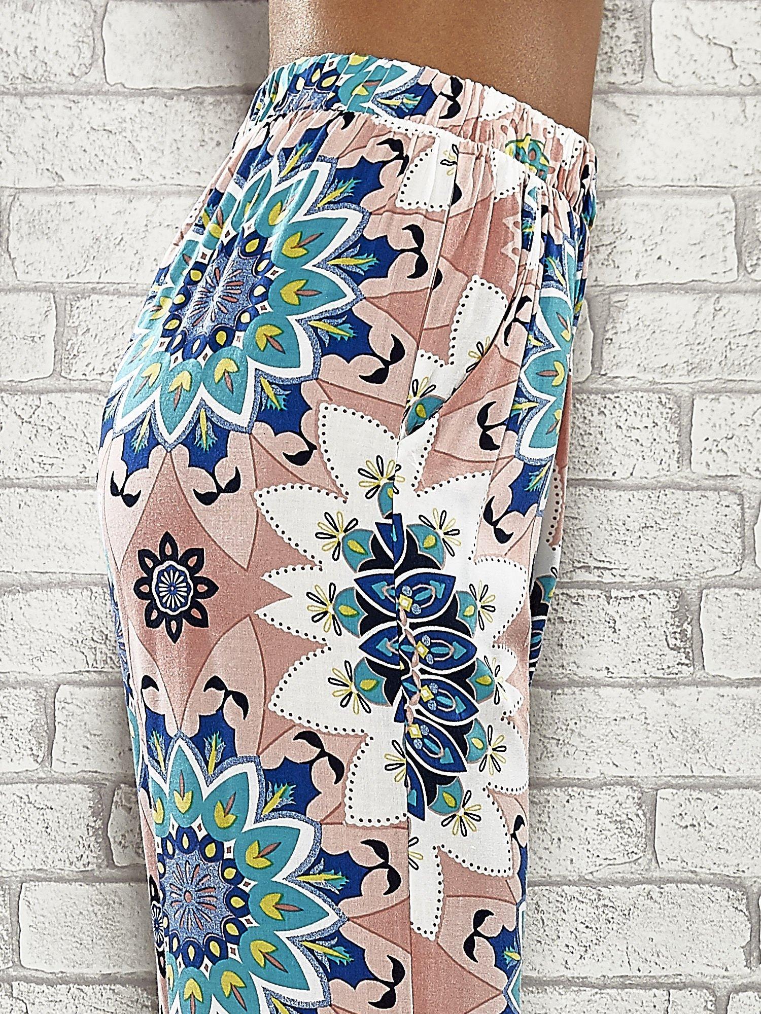 Różowe spodnie dzwony w etniczne wzory                                  zdj.                                  6