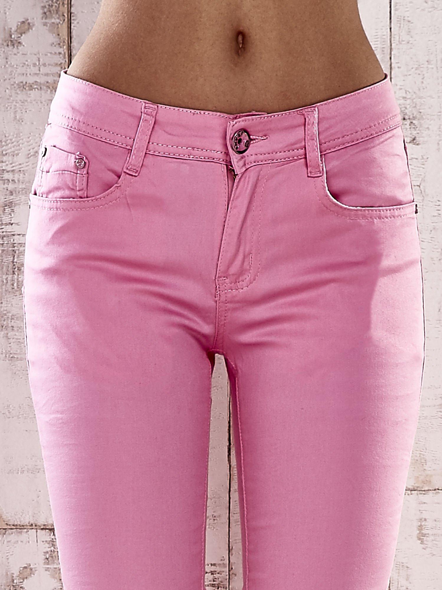Różowe spodnie skinny jeans biodrówki                                  zdj.                                  4