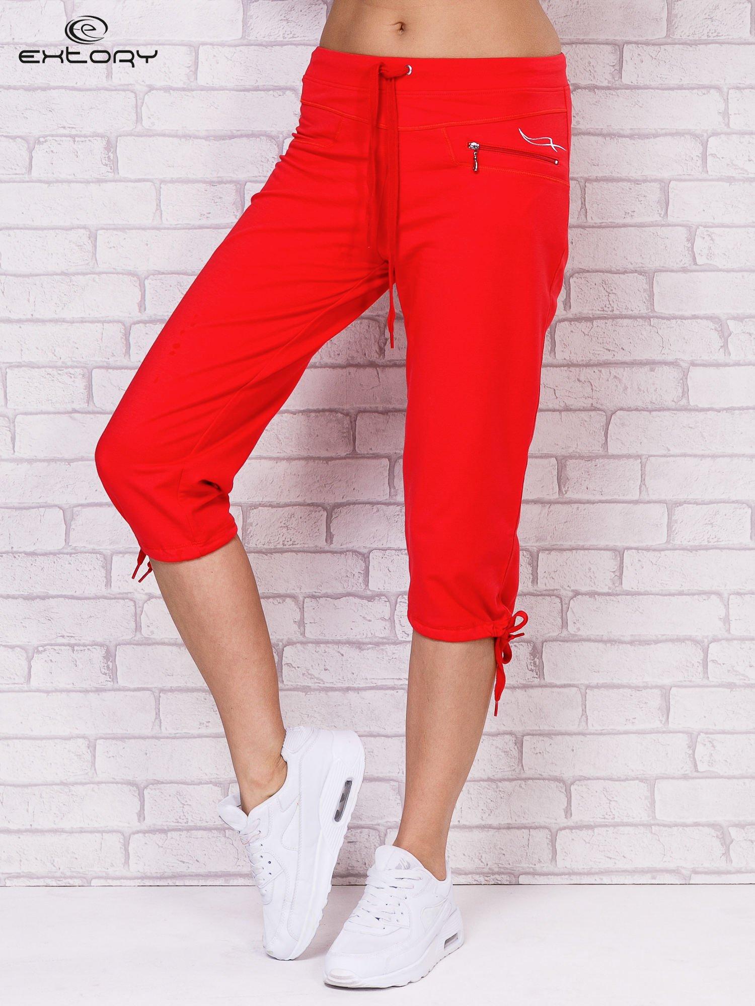 Różowe spodnie sportowe capri ze ściąganą nogawką                                  zdj.                                  1