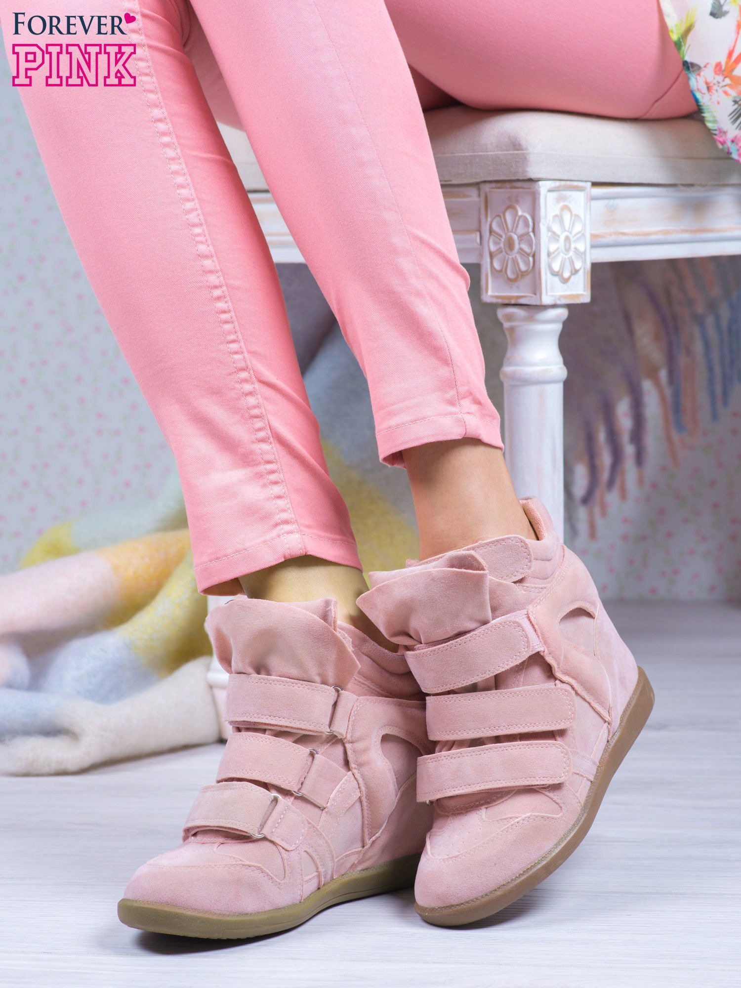 Różowe zamszowe sneakersy na rzepy Tris                                  zdj.                                  1