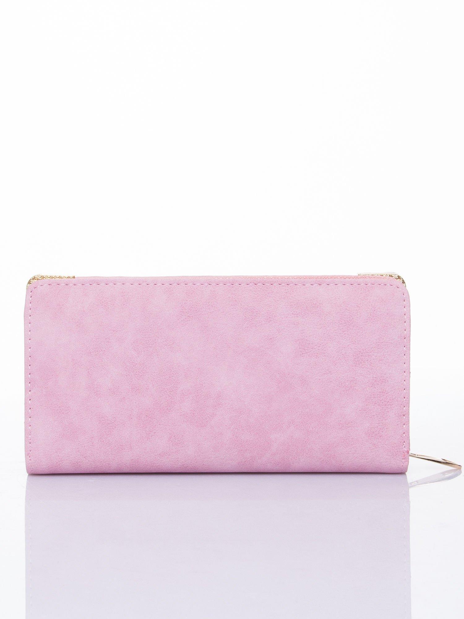 Różowy ażurowany portfel ze złotymi okuciami                                  zdj.                                  2