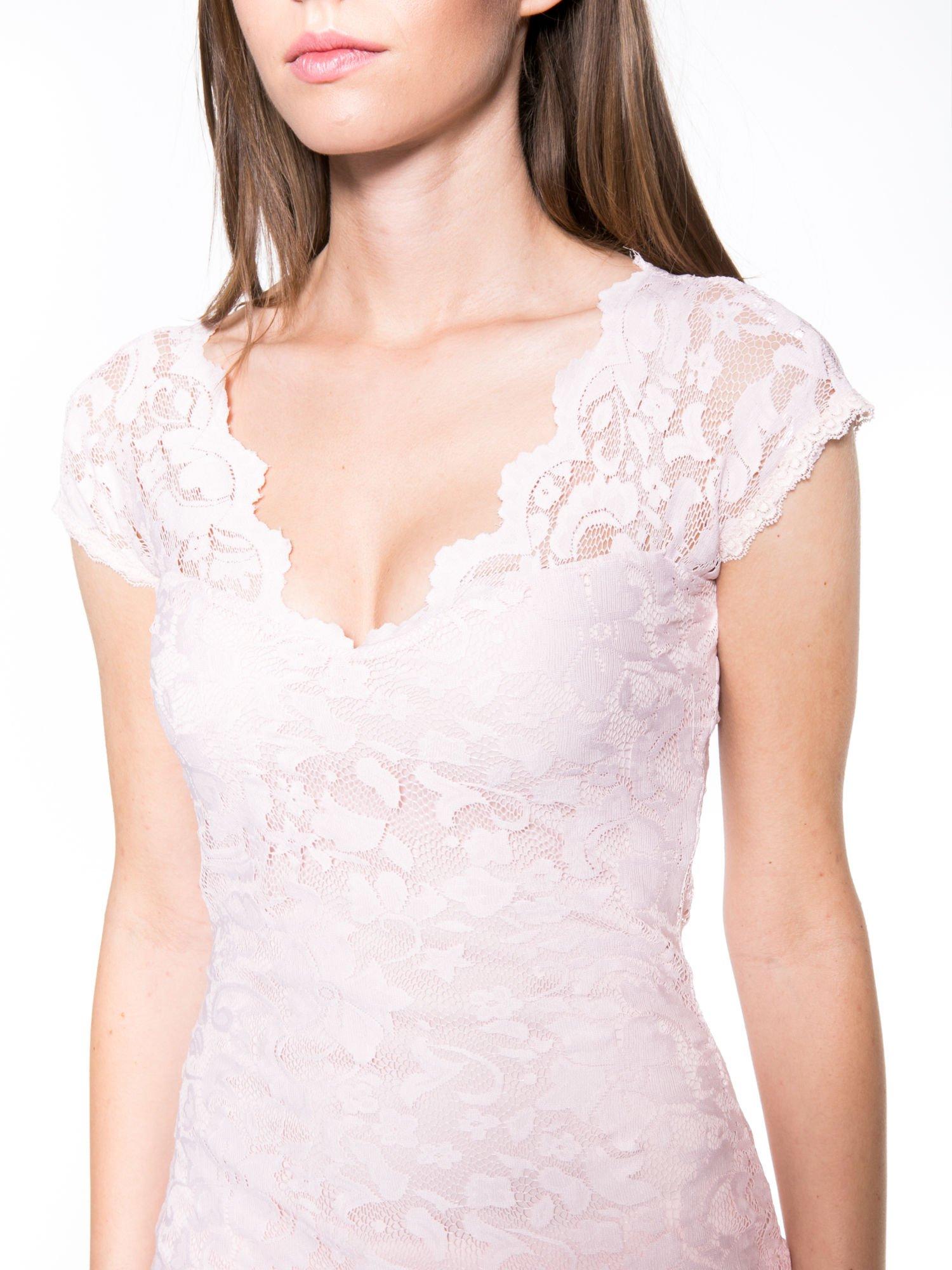 Różowy koronkowy t-shirt z głębokim dekoltem                                  zdj.                                  5