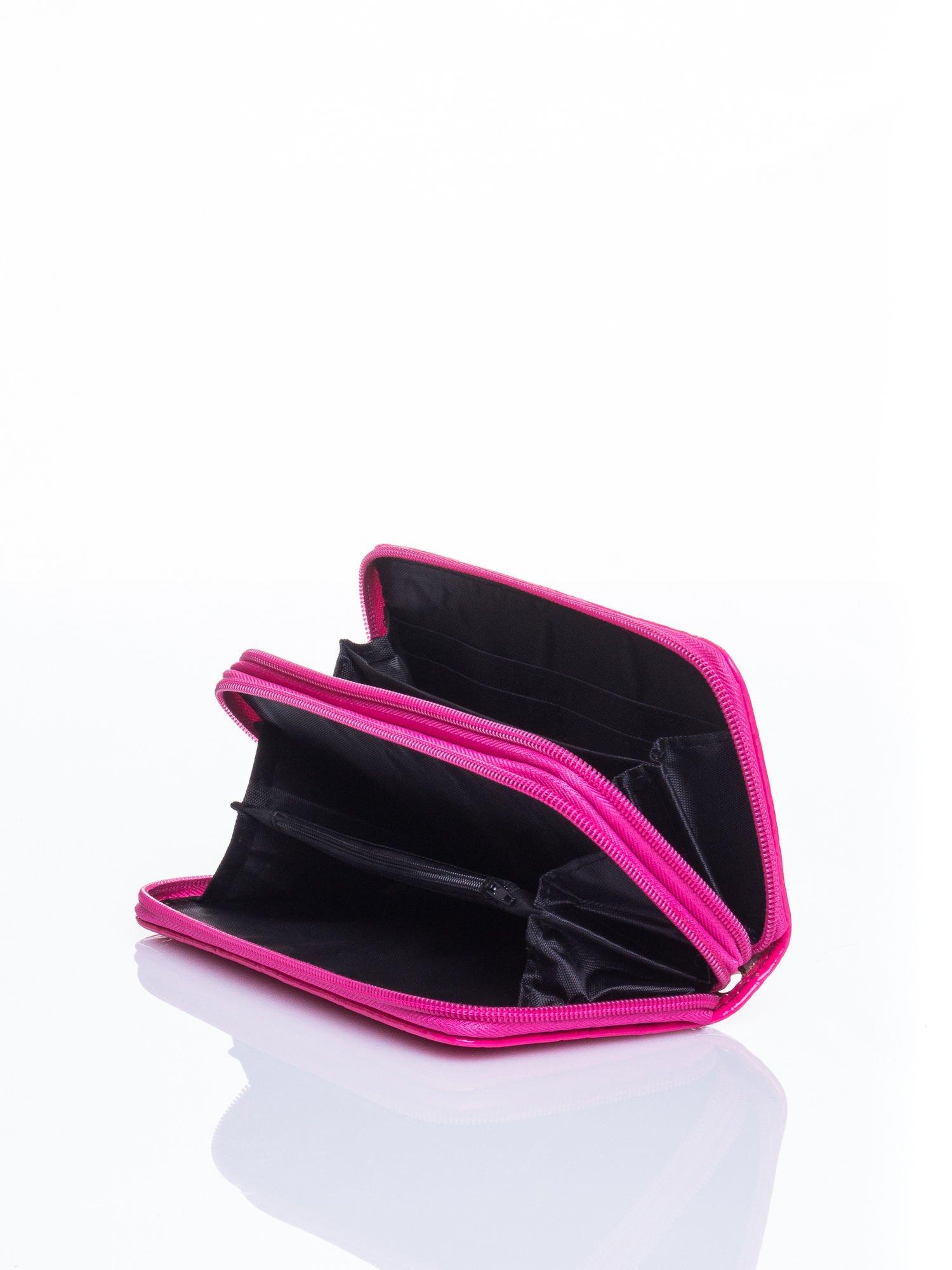 Różowy lakierowany pikowany portfel                                  zdj.                                  4