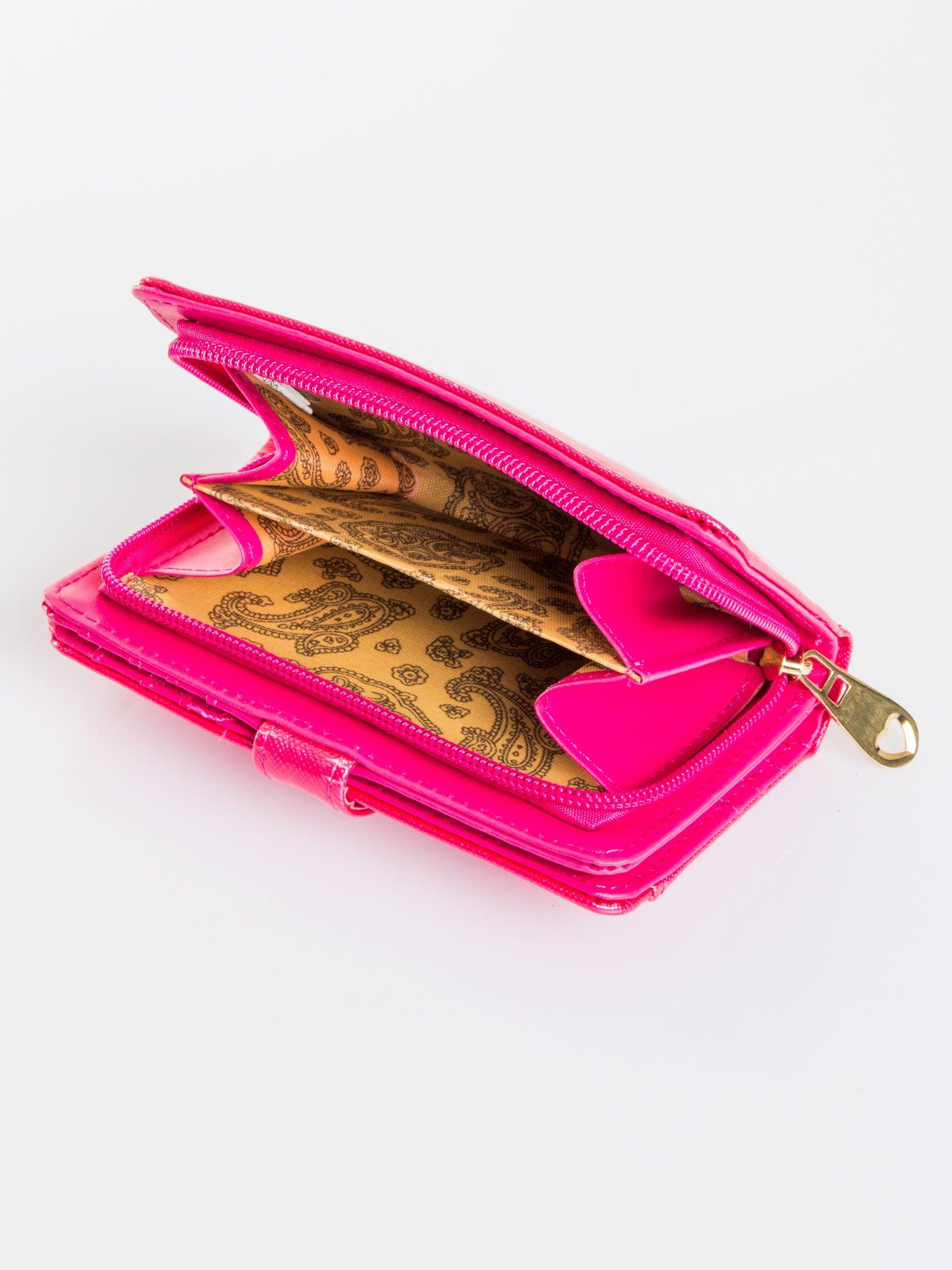 Różowy porfel z dżetami efekt skóry saffiano                                  zdj.                                  4