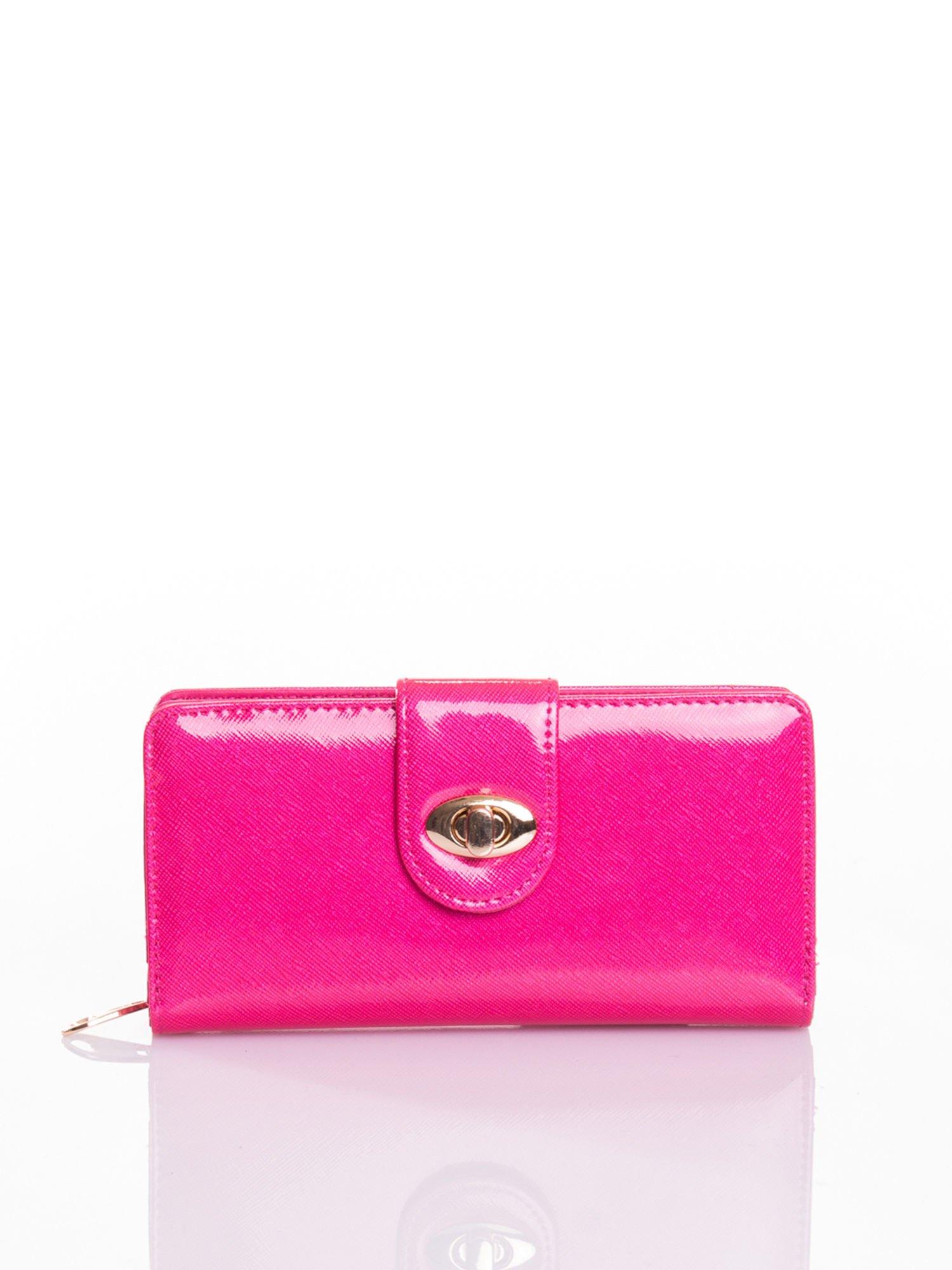 Rożowy portfel ze złotym zapięciem efekt skóry saffiano                                  zdj.                                  1