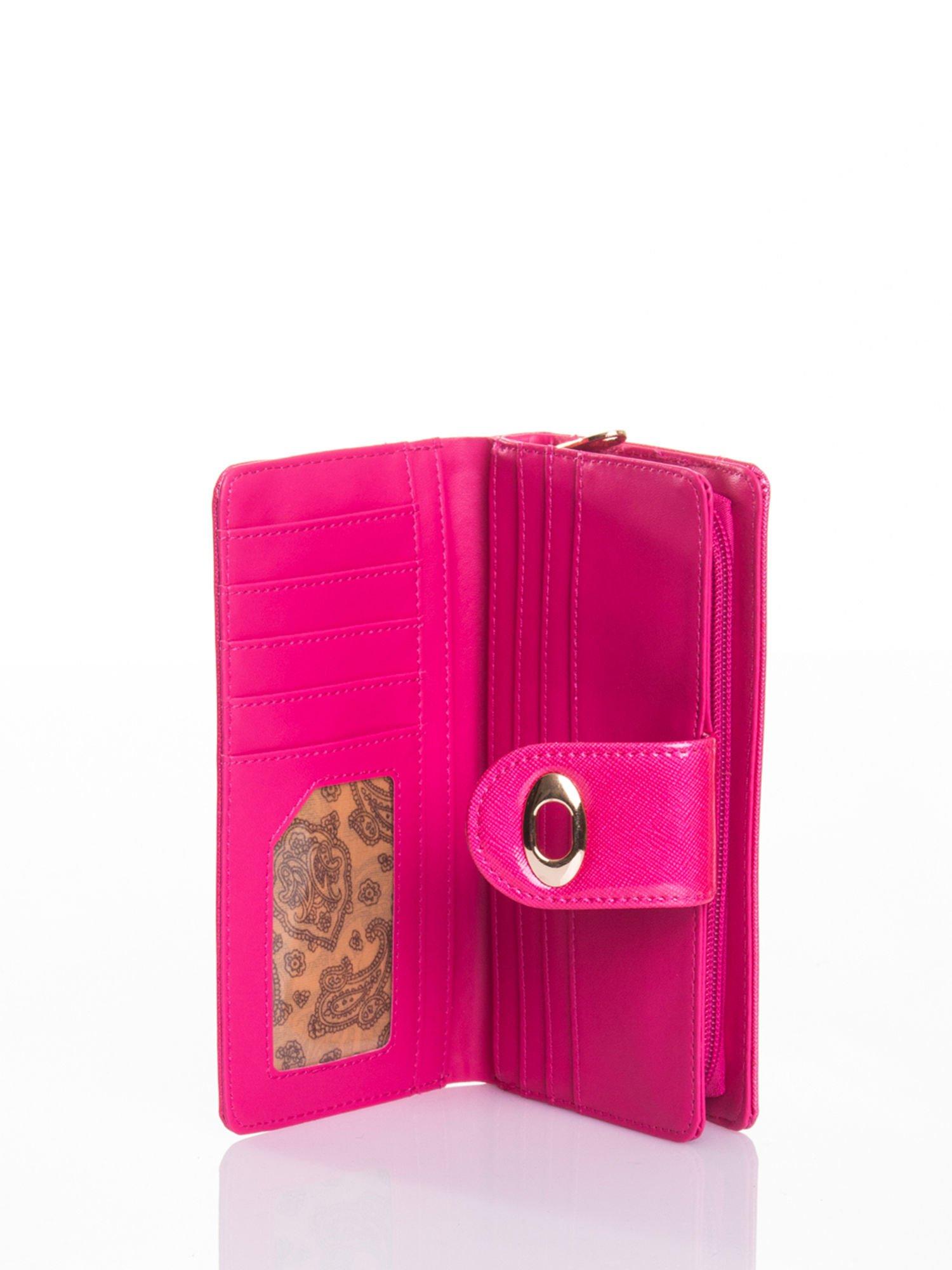 Rożowy portfel ze złotym zapięciem efekt skóry saffiano                                  zdj.                                  4