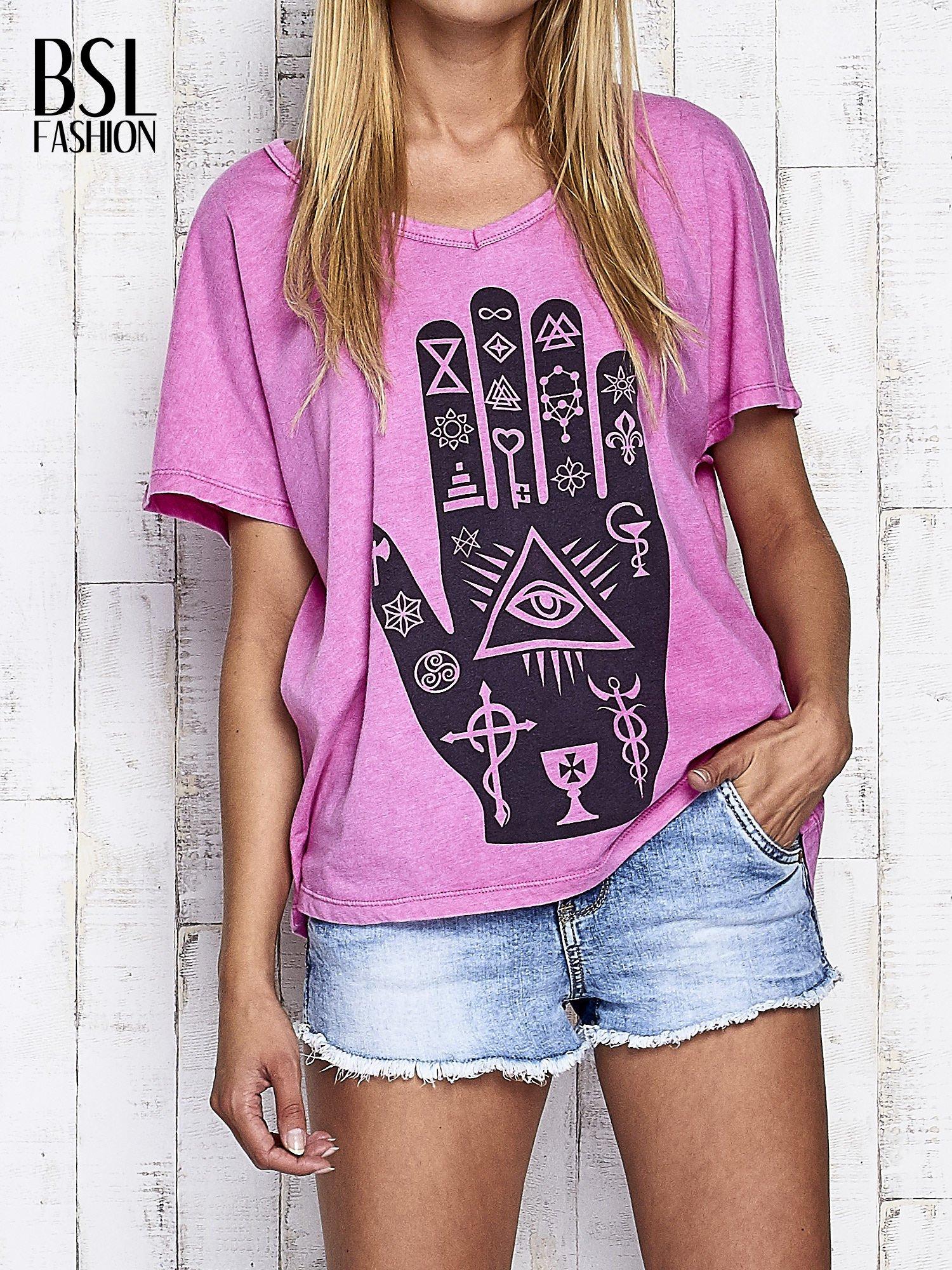 Różowy t-shirt oversize z orientalnym nadrukiem                                  zdj.                                  1