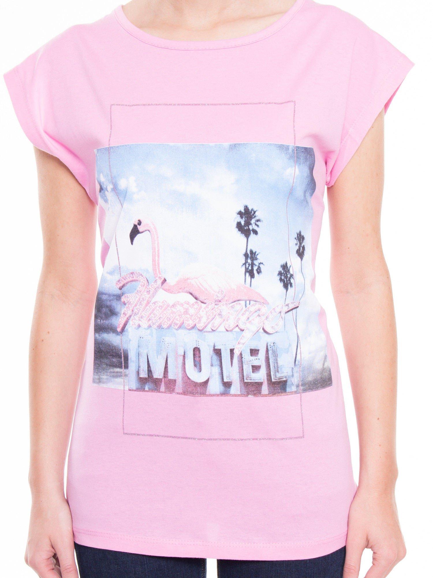 Różowy t-shirt z nadrukiem FLAMINGO MOTEL                                  zdj.                                  4