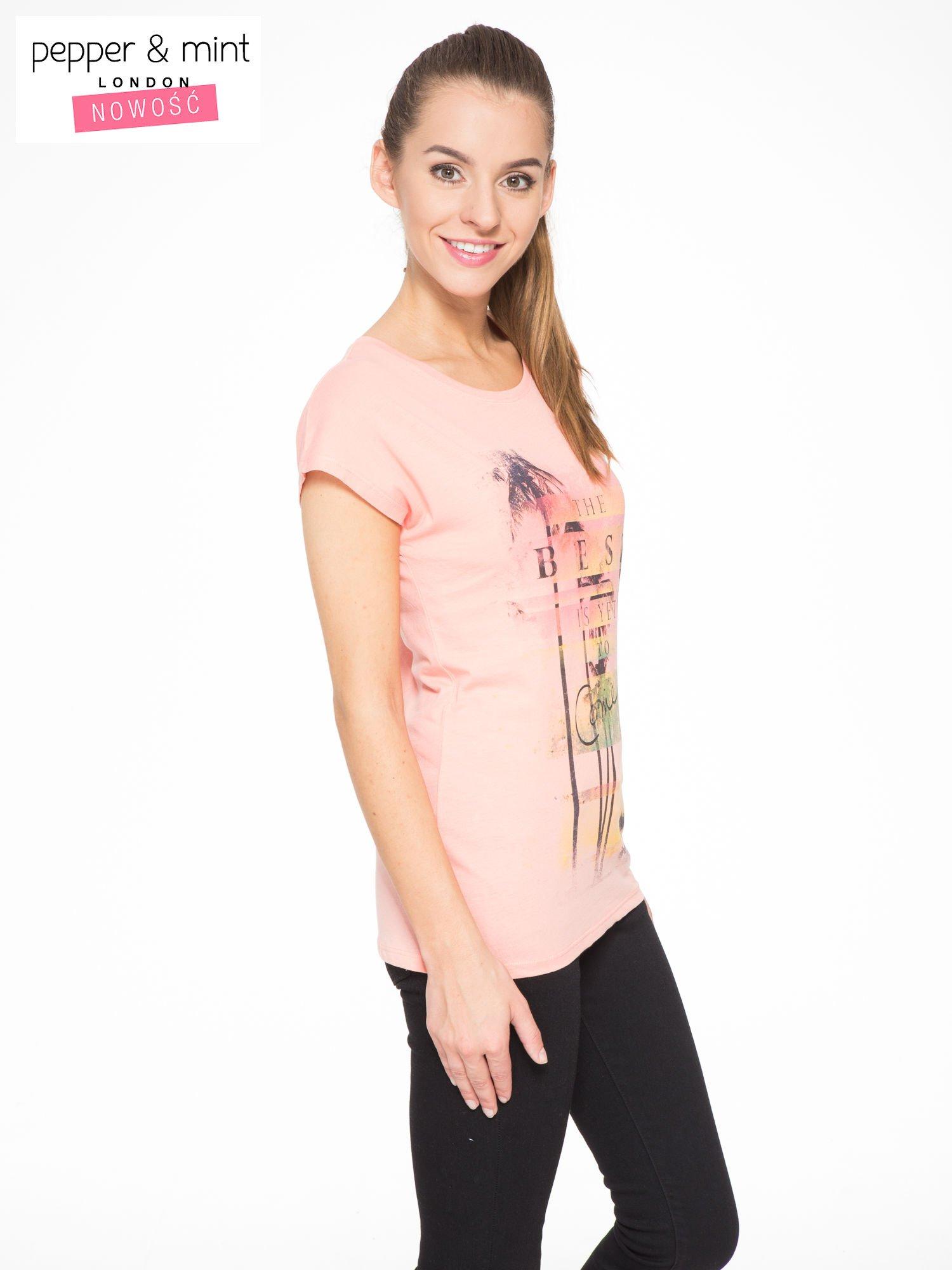 Rózowy t-shirt z napisem THE BEST IS YET TO COME                                  zdj.                                  2