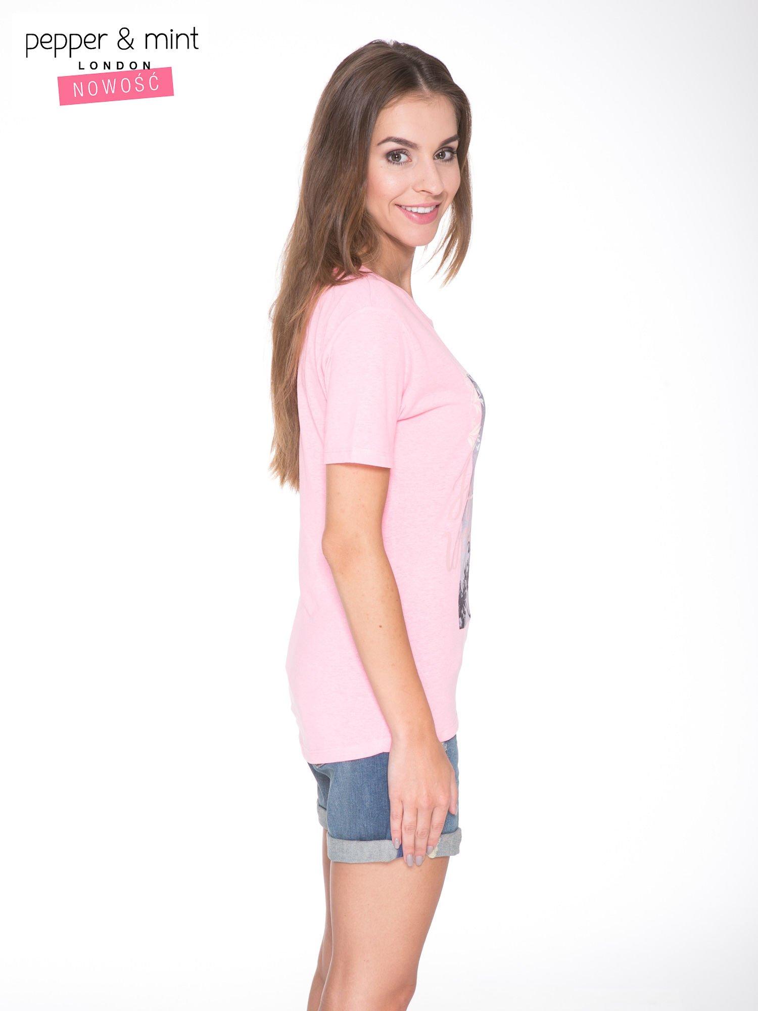 Różowy t-shirt z romantycznym nadrukiem dziewczyny                                  zdj.                                  3