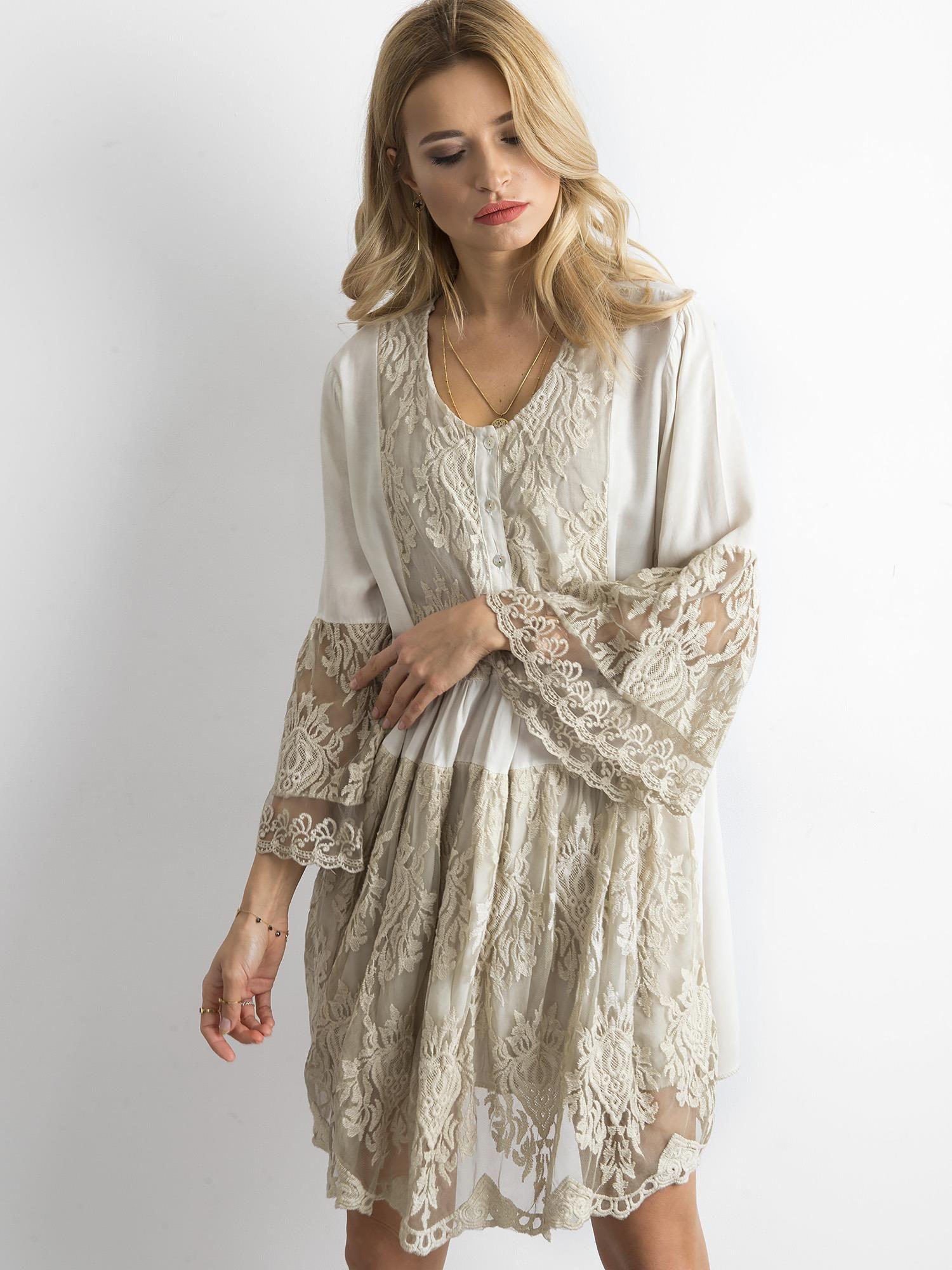 93be6e7b5 Beżowa luźna sukienka z koronką - Sukienka z koronką - sklep eButik.pl