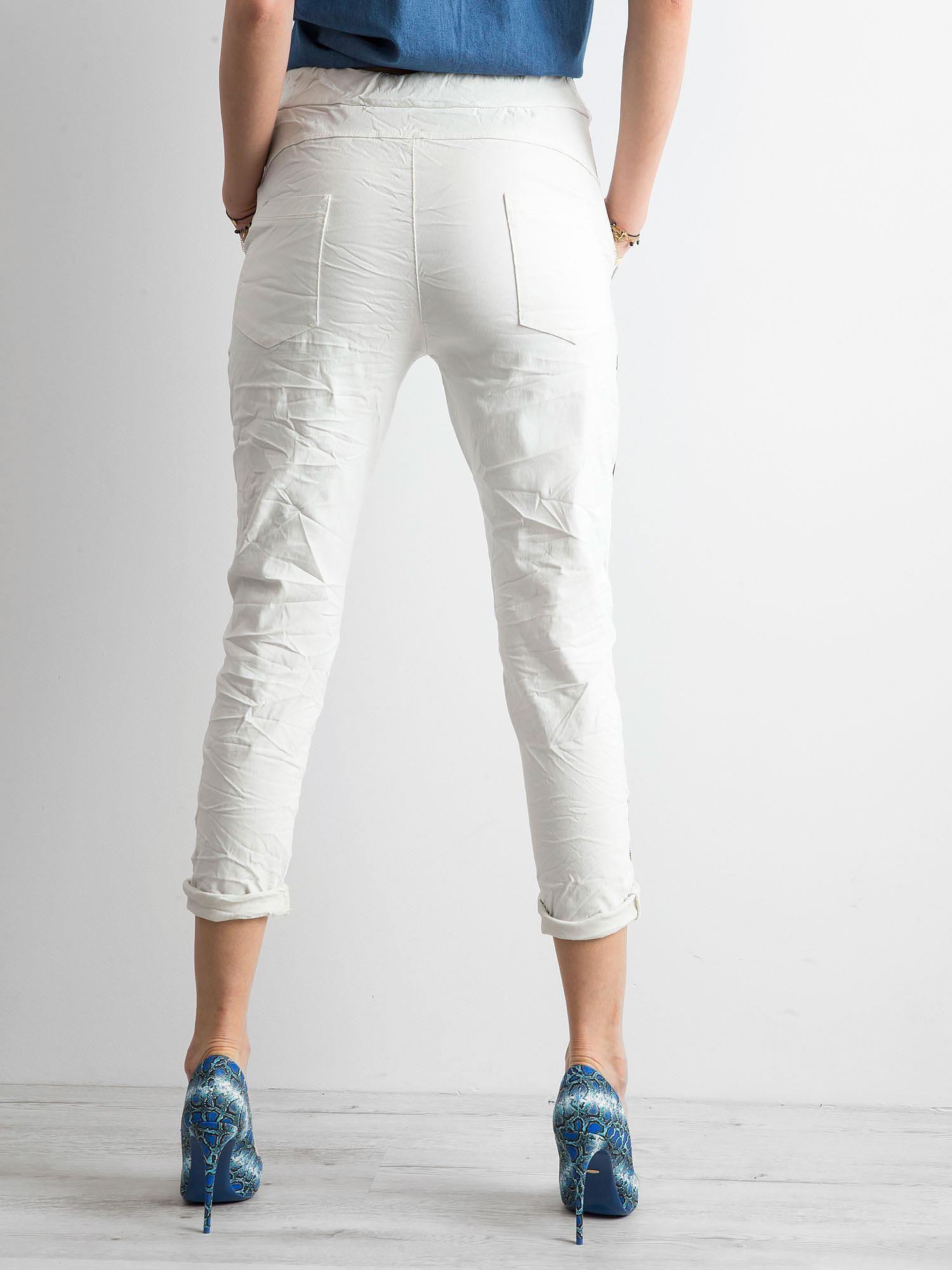 3c0616f60837a4 Kremowe spodnie z lampasami - Spodnie z materiału - sklep eButik.pl