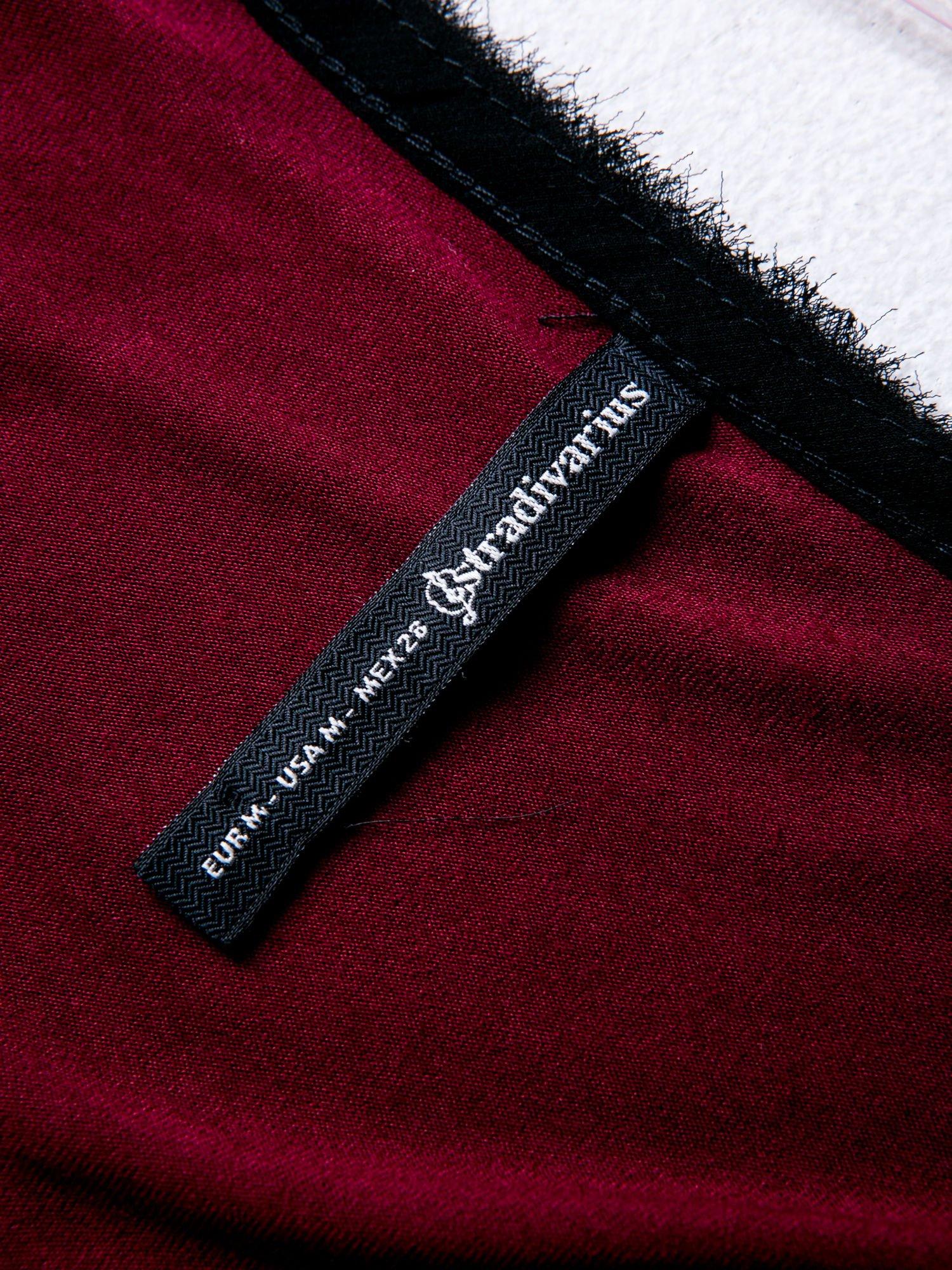 STRADIVARIUS Bordowa bluzka z koronkowymi wstawkami i nadrukiem                                  zdj.                                  3