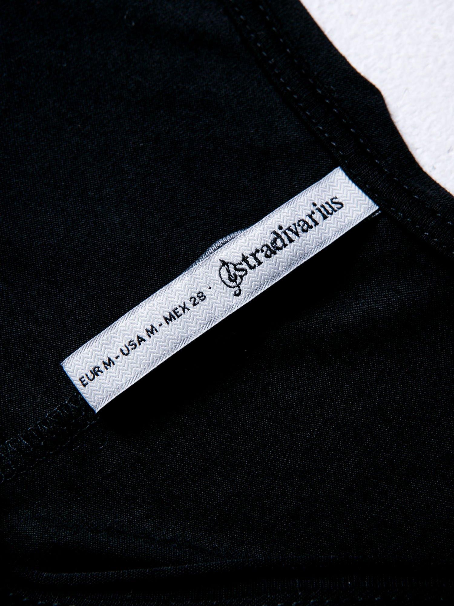 STRADIVARIUS Czarna bluzka z napisem BAD GIRLS HAVE MORE FUN                                  zdj.                                  3