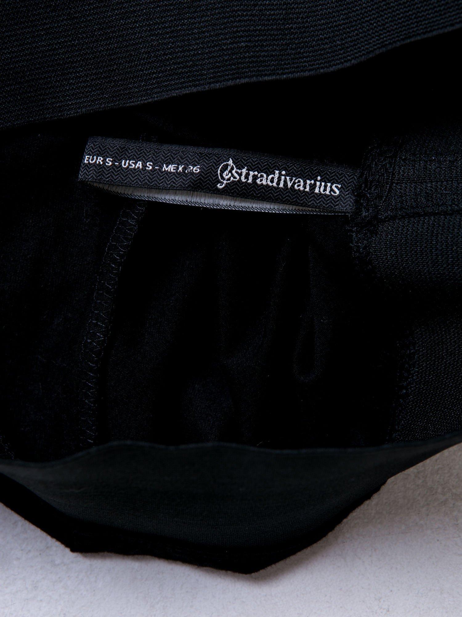 STRADIVARIUS Czarna spódnica midi z wyższym stanem                                  zdj.                                  4