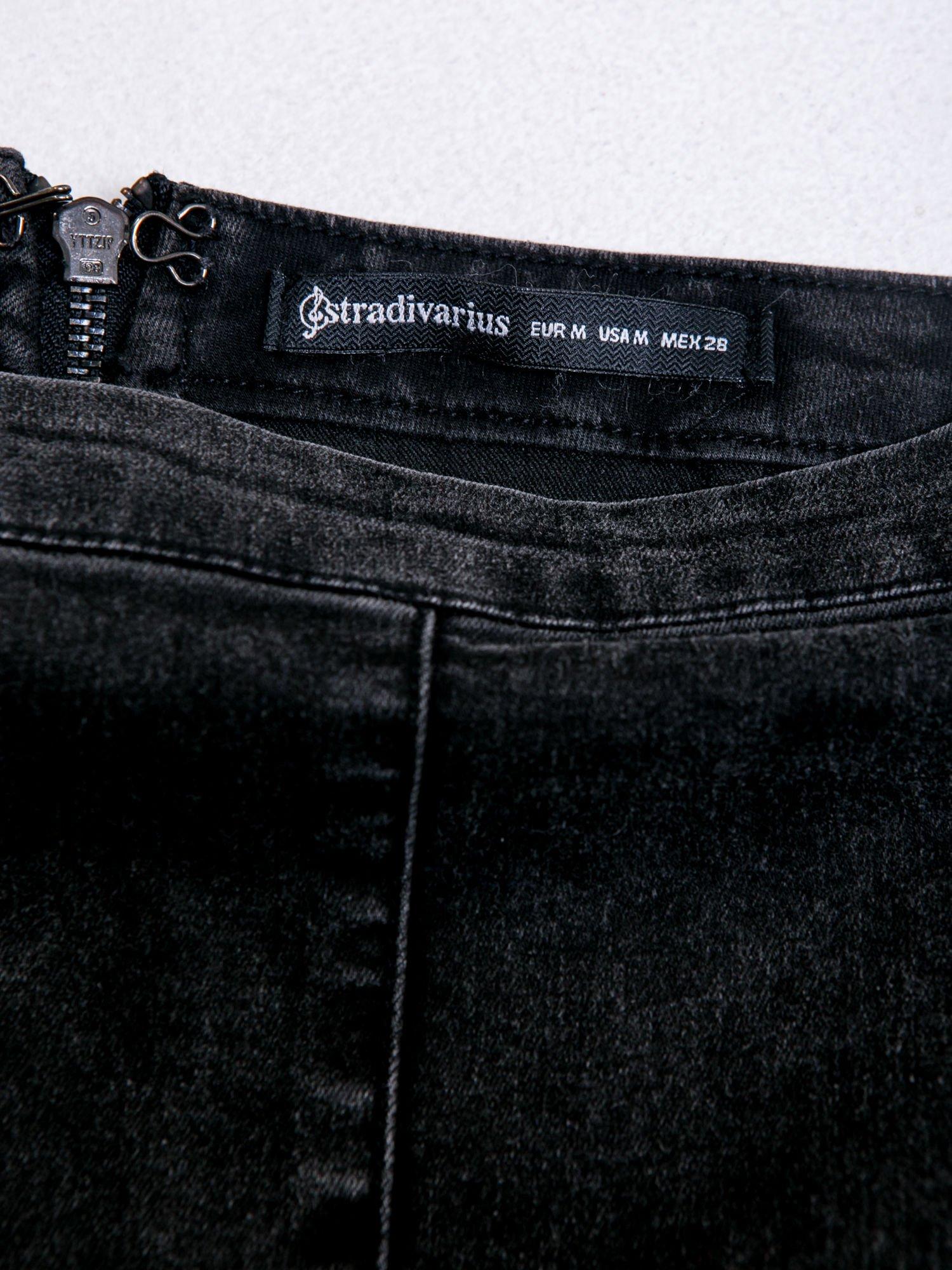 STRADIVARIUS Czarna spódnica mini z denimu                                  zdj.                                  3