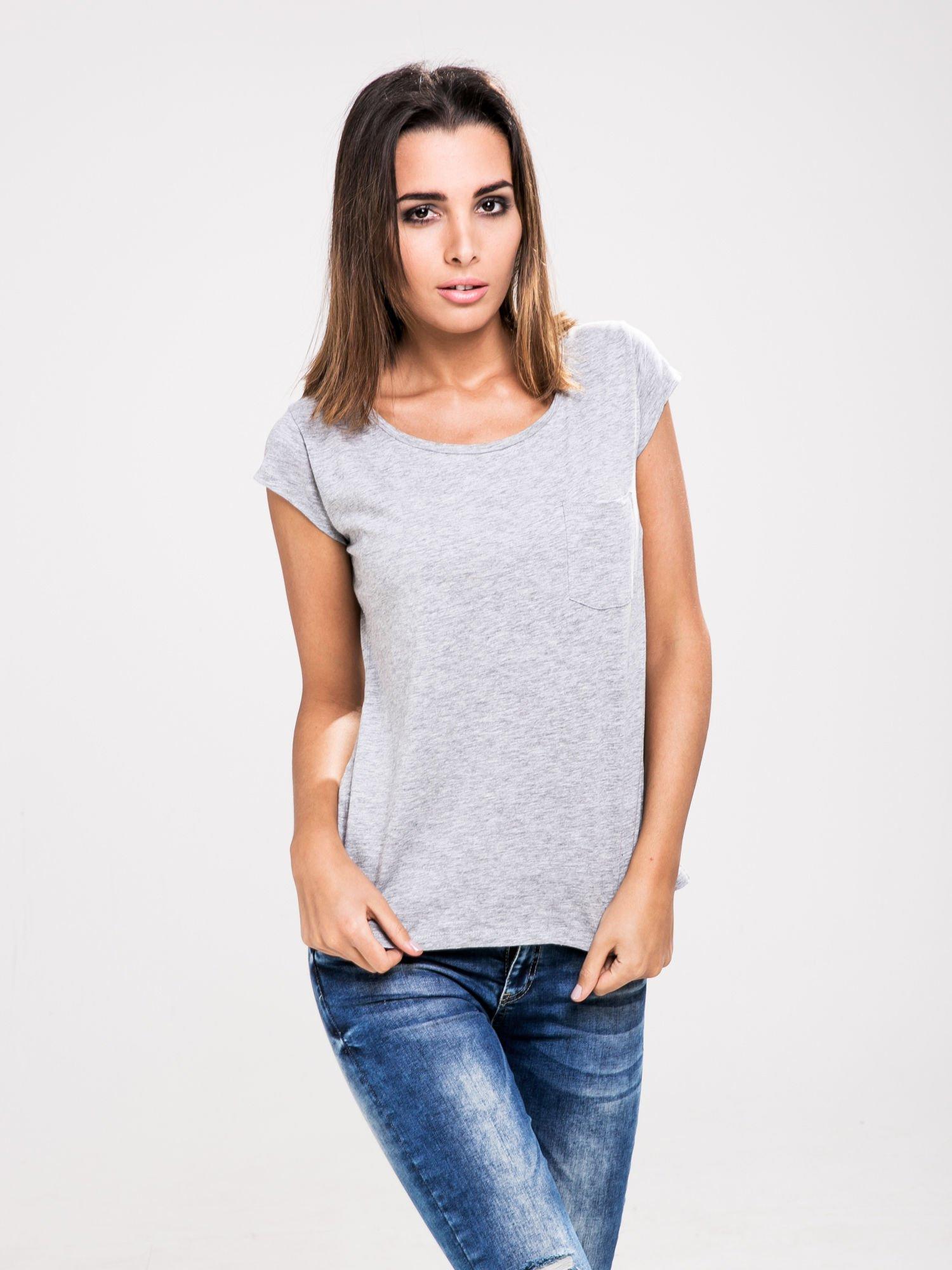 STRADIVARIUS Szary t-shirt basic z kieszonką                                  zdj.                                  1