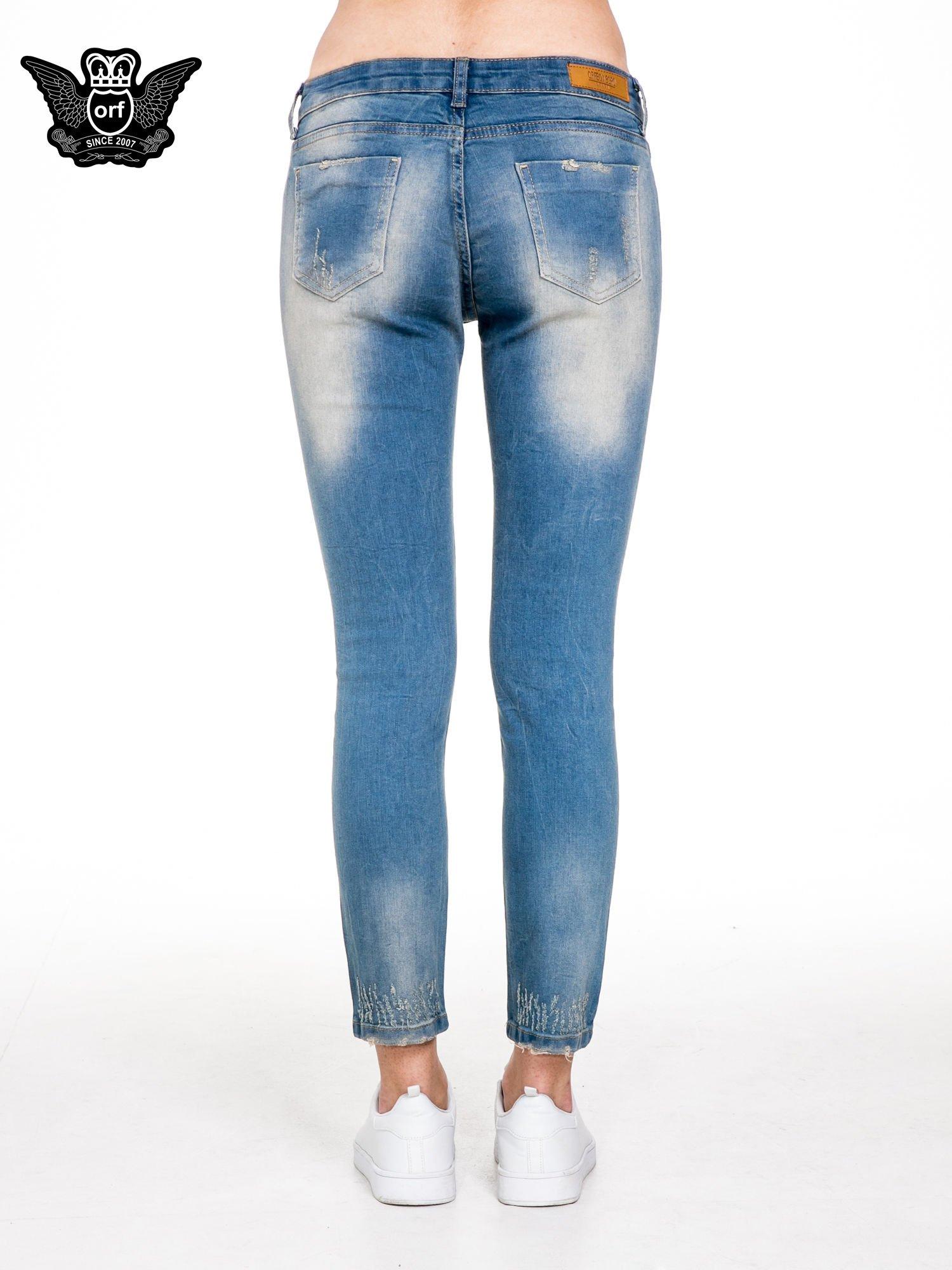 Spodnie jeansowe rurki z pionowymi przetarciami                                  zdj.                                  5