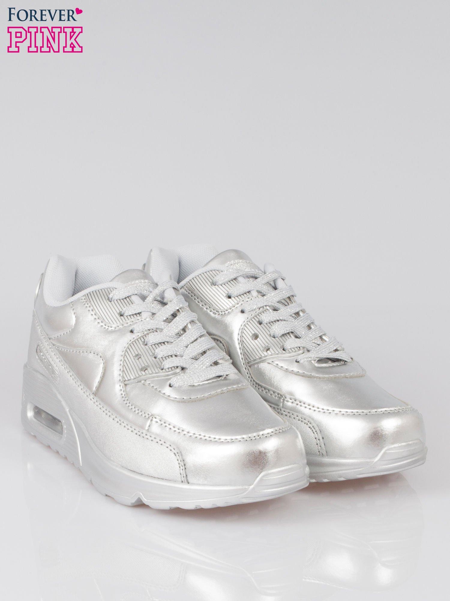 Srebrne buty sportowe faux leather Gigi z poduszką powietrzną w pięcie                                  zdj.                                  2
