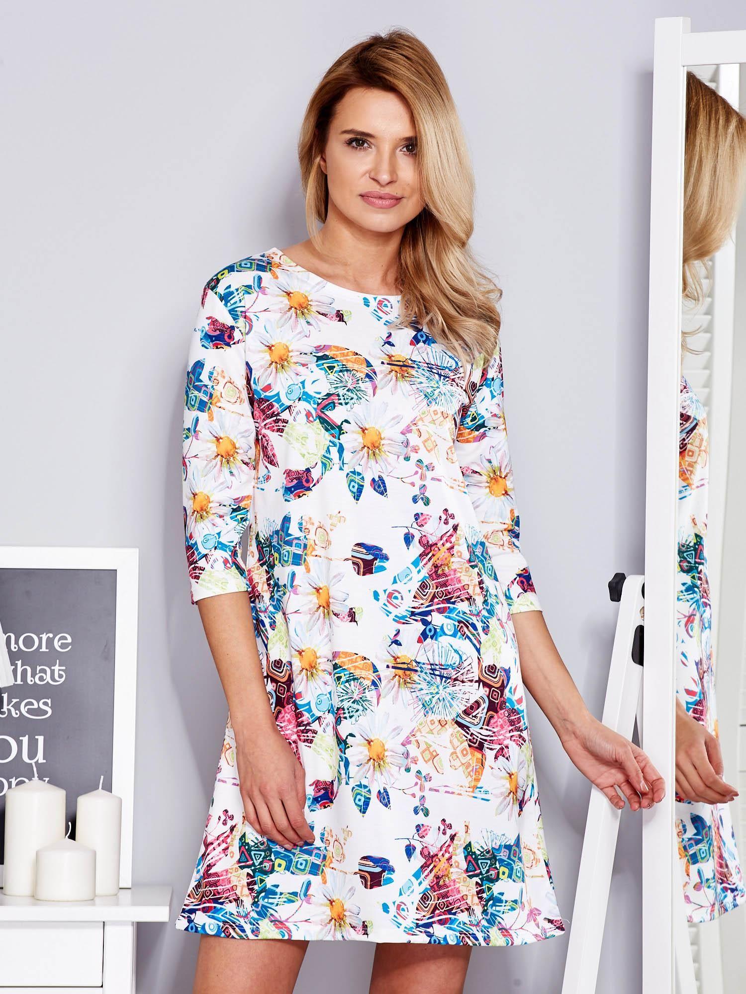 ef43fee143 Sukienka biała w kolorowe wzory - Sukienka na co dzień - sklep eButik.pl