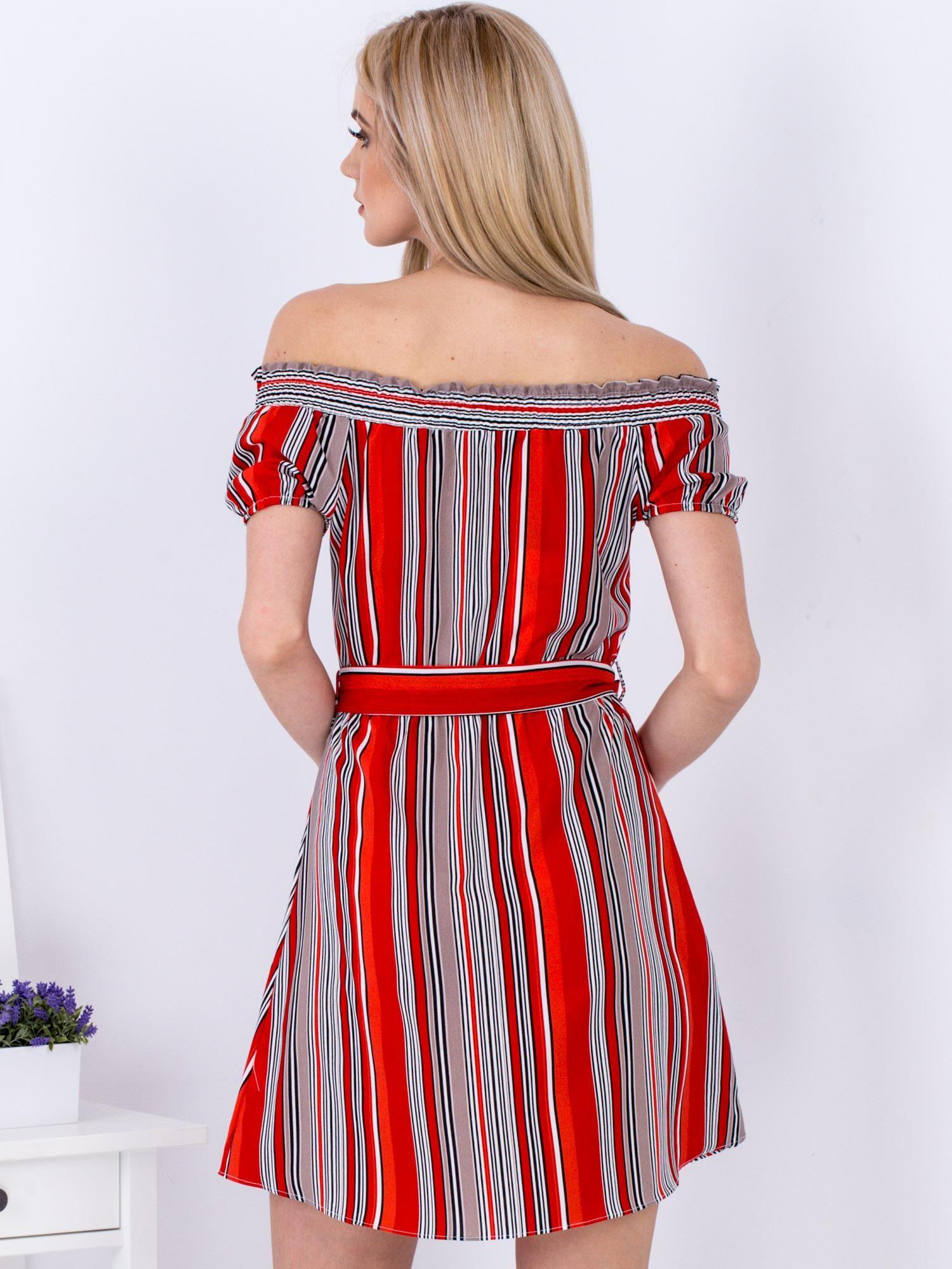 6998db5718 Sukienka czerwona z odkrytymi ramionami w paski - Sukienka ...